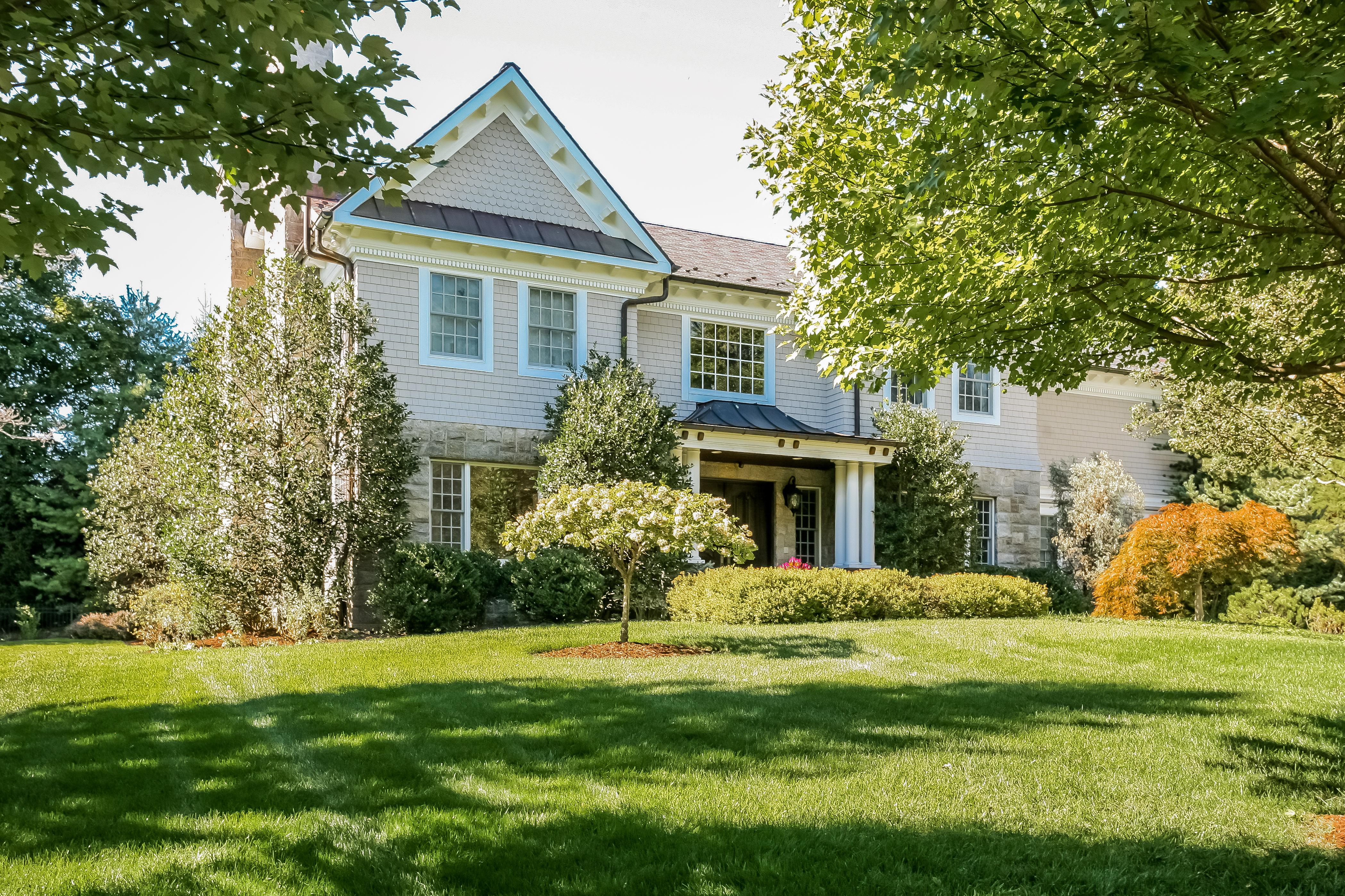 Casa para uma família para Venda às Beautiful Colonial 7 Roland Road Irvington, Nova York 10533 Estados Unidos