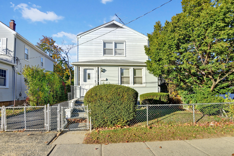独户住宅 为 销售 在 Unlimited Posibilities 56 Bradford Street 哈里森, 纽约州, 10528 美国