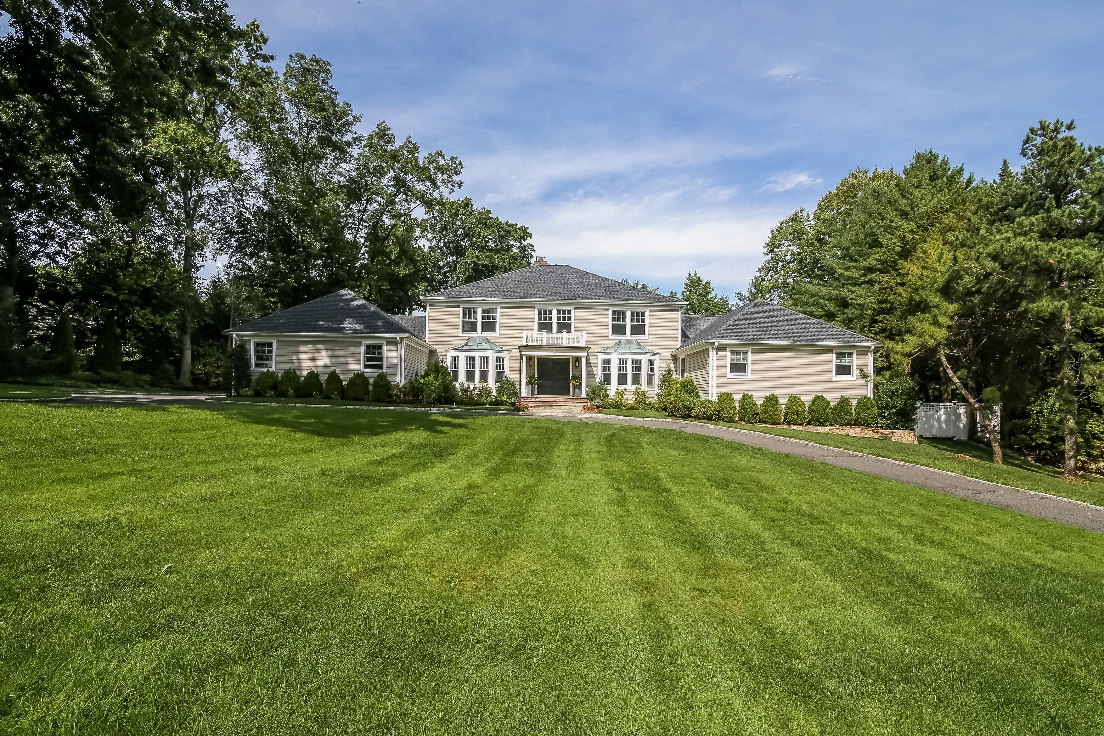 Einfamilienhaus für Verkauf beim 2 Flagler Drive Rye, New York, 10580 Vereinigte Staaten
