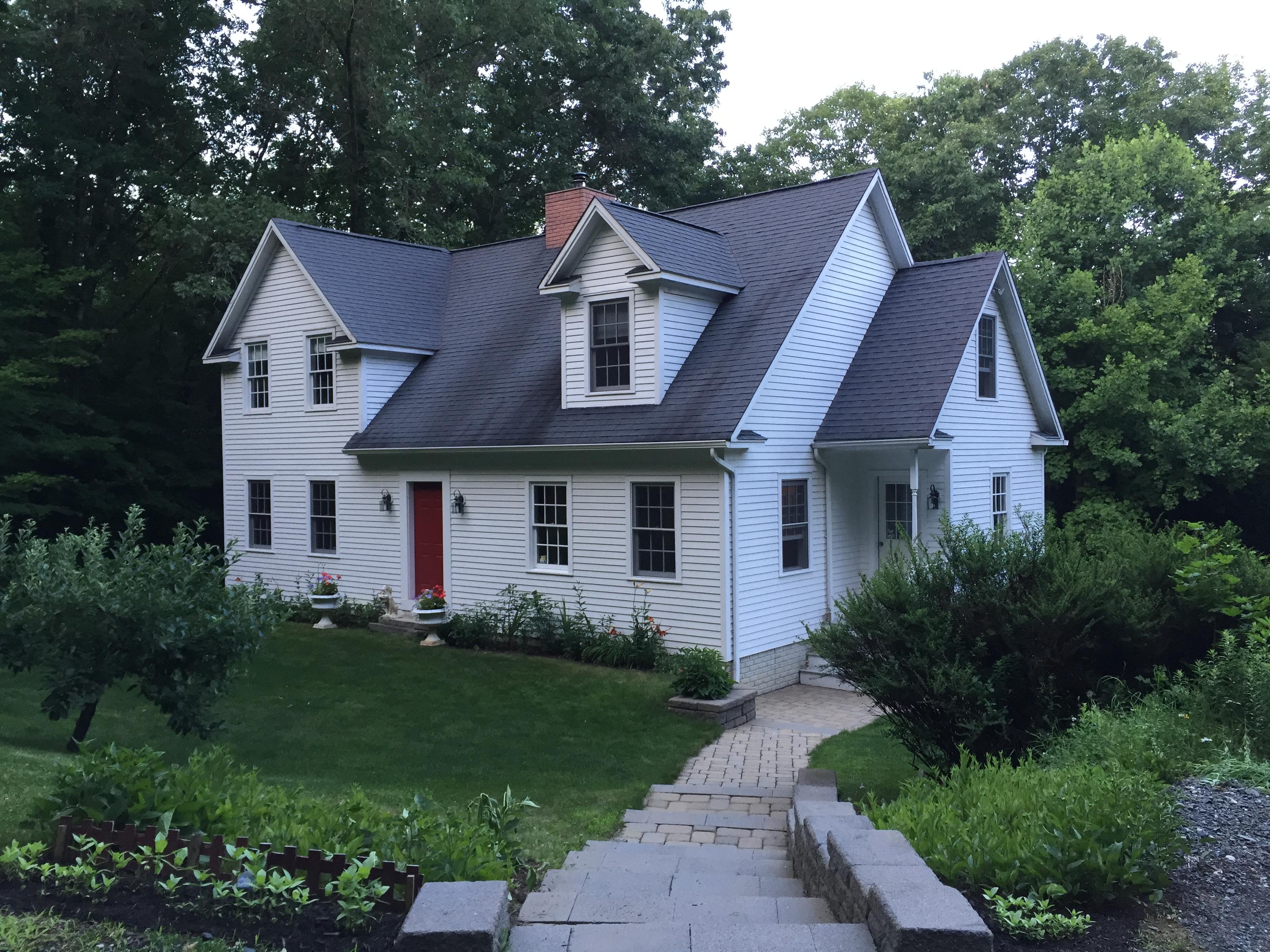 Casa Unifamiliar por un Venta en Pristine Country Cape 5 Taryn Lane New Milford, Connecticut 06776 Estados Unidos