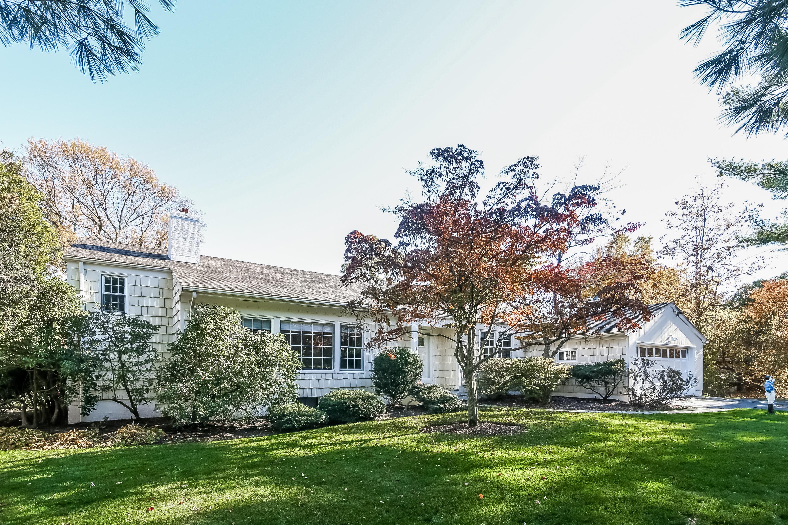 一戸建て のために 売買 アット Bright Mid-Century Home in Prince Willows Estates 4 Wagon Wheel Road Mamaroneck, ニューヨーク, 10543 アメリカ合衆国