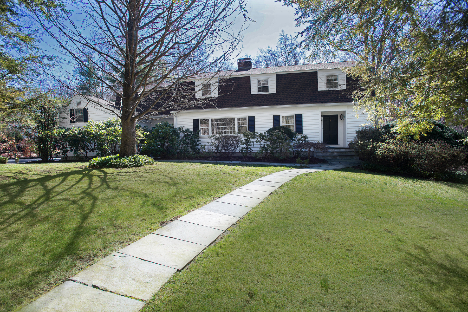 sales property at Turtle Back Road Colonial