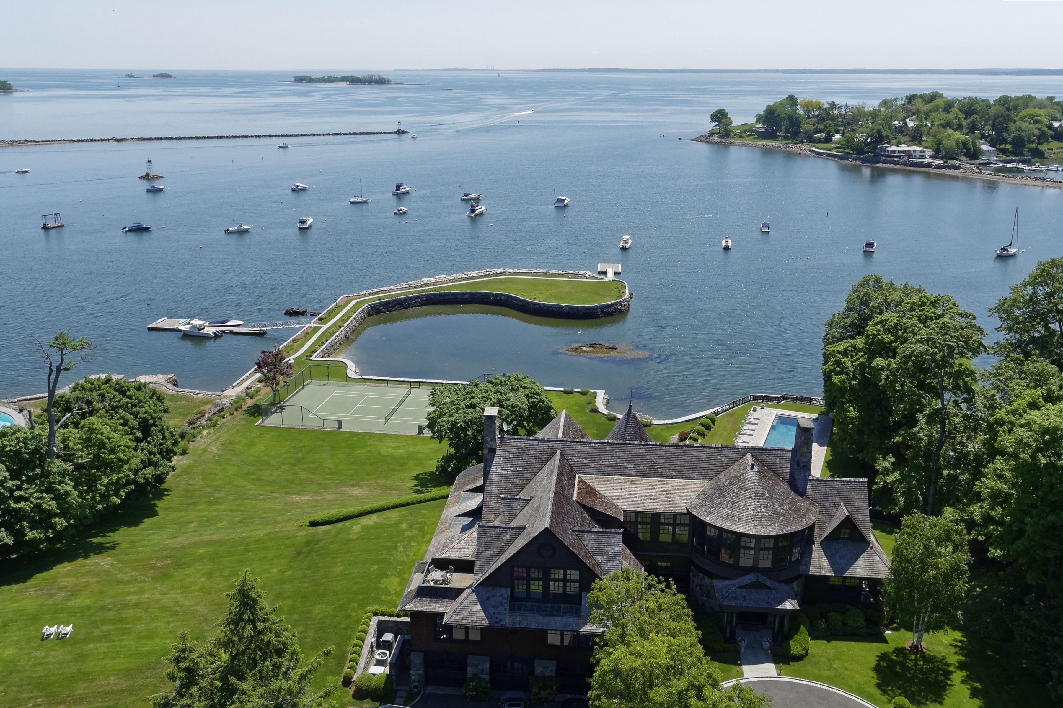 Частный односемейный дом для того Продажа на Commanding Coastal Estate Rye, Нью-Йорк 10580 Соединенные Штаты