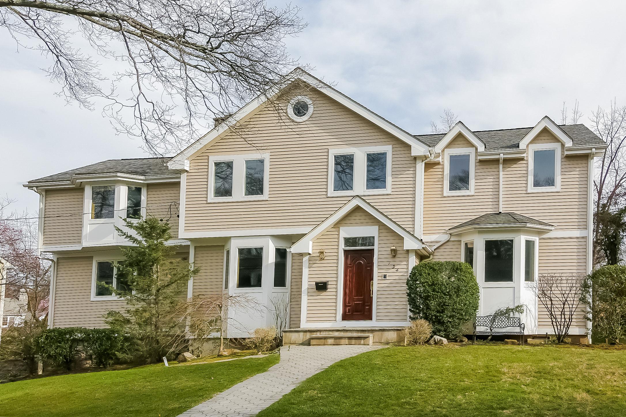 Einfamilienhaus für Verkauf beim Beautiful Colonial 134 Plymouth Drive Scarsdale, New York, 10583 Vereinigte Staaten