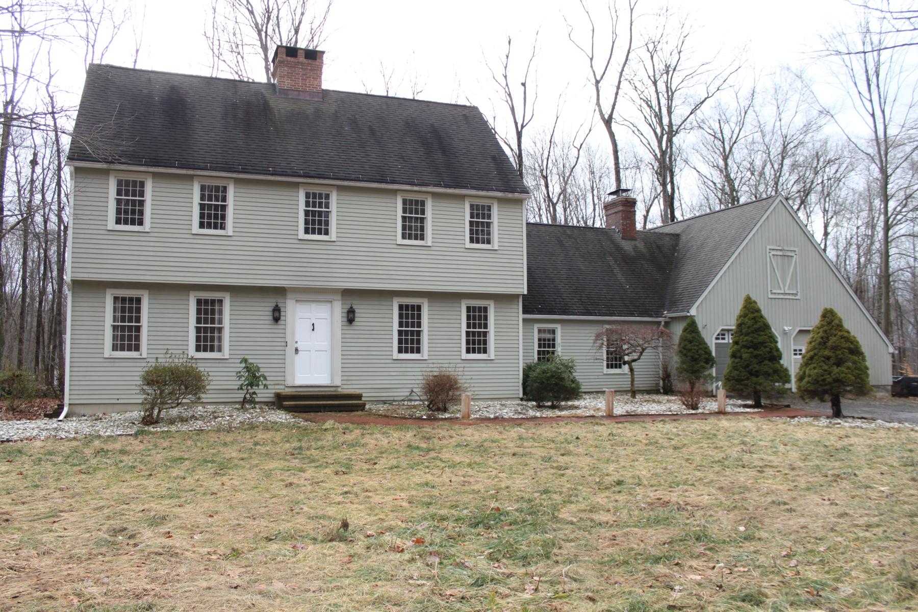 Casa Unifamiliar por un Venta en Charming Garrison Colonial 63 Quail Run Rd Woodbury, Connecticut, 06798 Estados Unidos