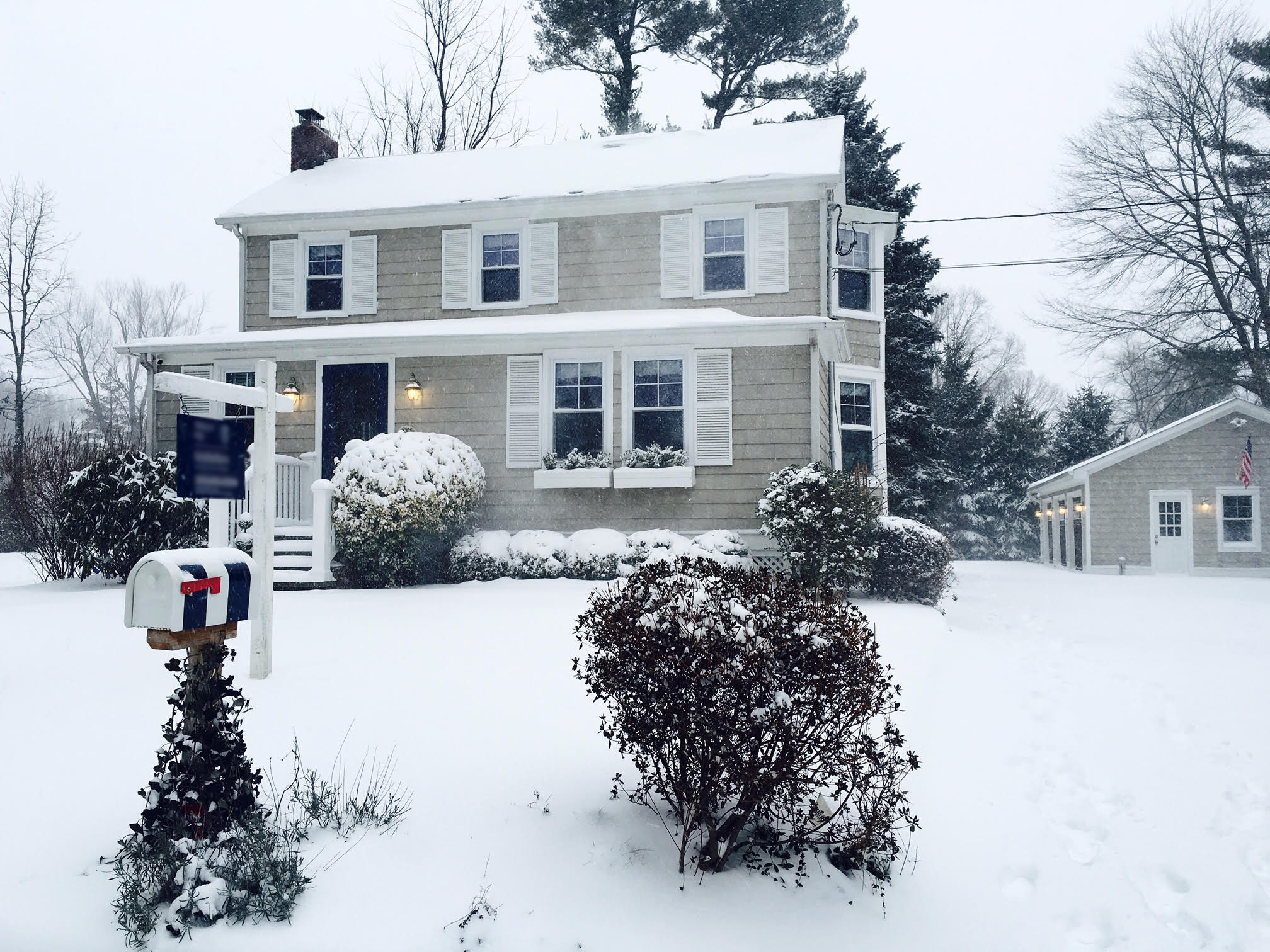 Vivienda unifamiliar por un Venta en Classic, Charming and Convenient 67 Relihan Road Darien, Connecticut 06820 Estados Unidos