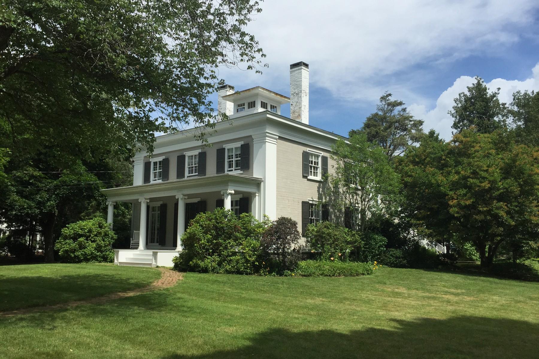 Einfamilienhaus für Verkauf beim Beautifully Restored Circa 1840 Gem 11 Ferry Rd Old Lyme, Connecticut 06371 Vereinigte Staaten