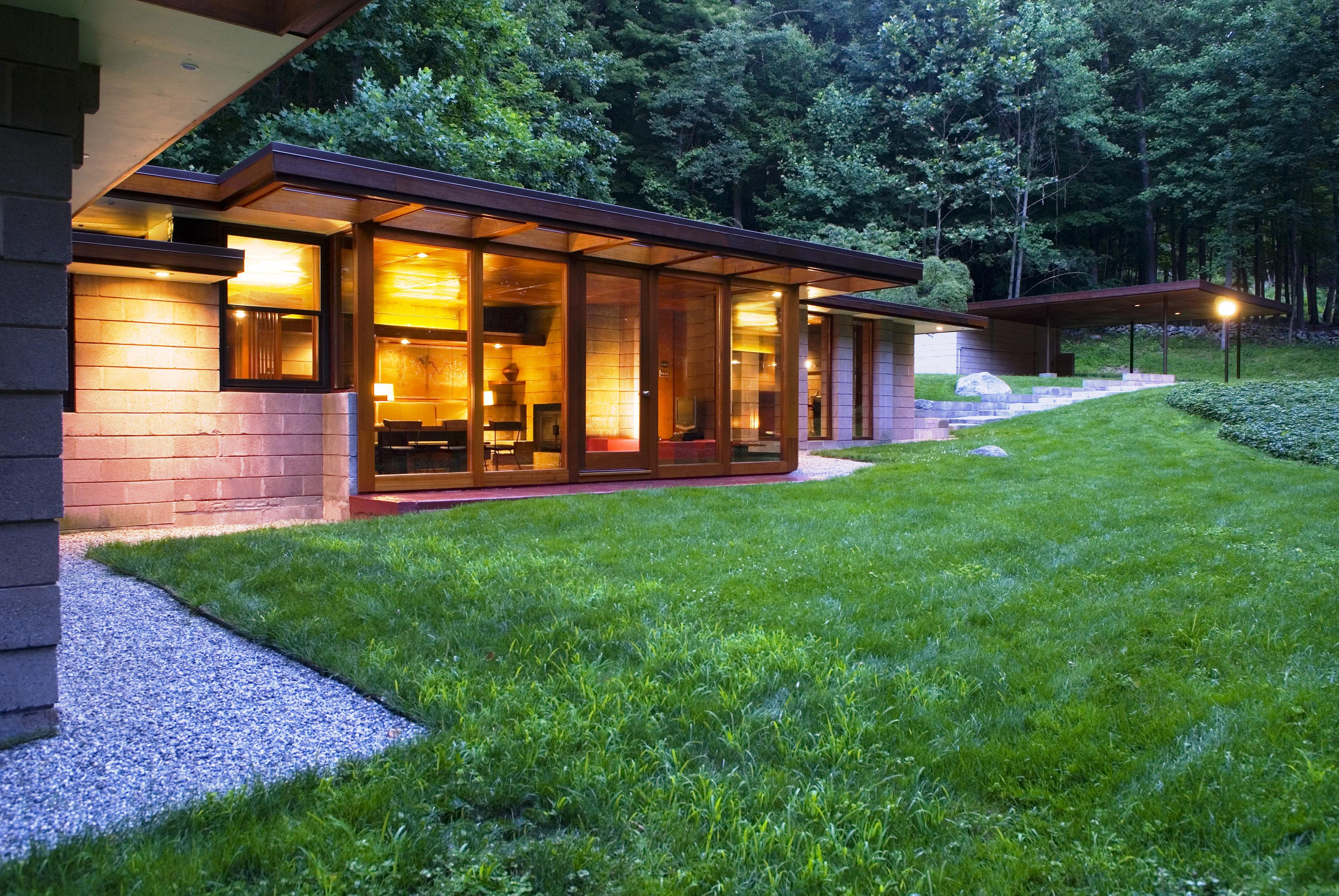 Nhà ở một gia đình vì Bán tại Mid-Century Modern Usonian 24 Skylark Lane Weston, Connecticut 06883 Hoa Kỳ