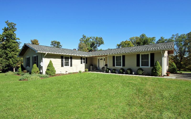 Moradia para Venda às Stunning Ranch Style Home 36 Ritch Drive Ridgefield, Connecticut, 06877 Estados Unidos