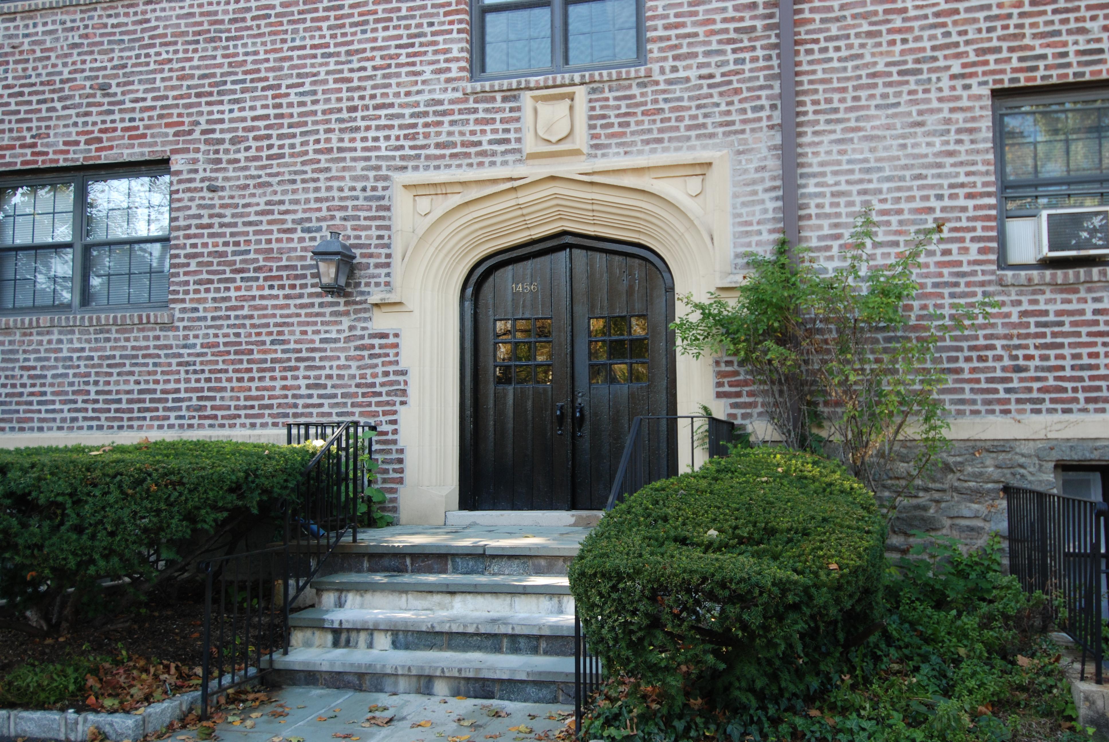 rentals property at Larchmont Living