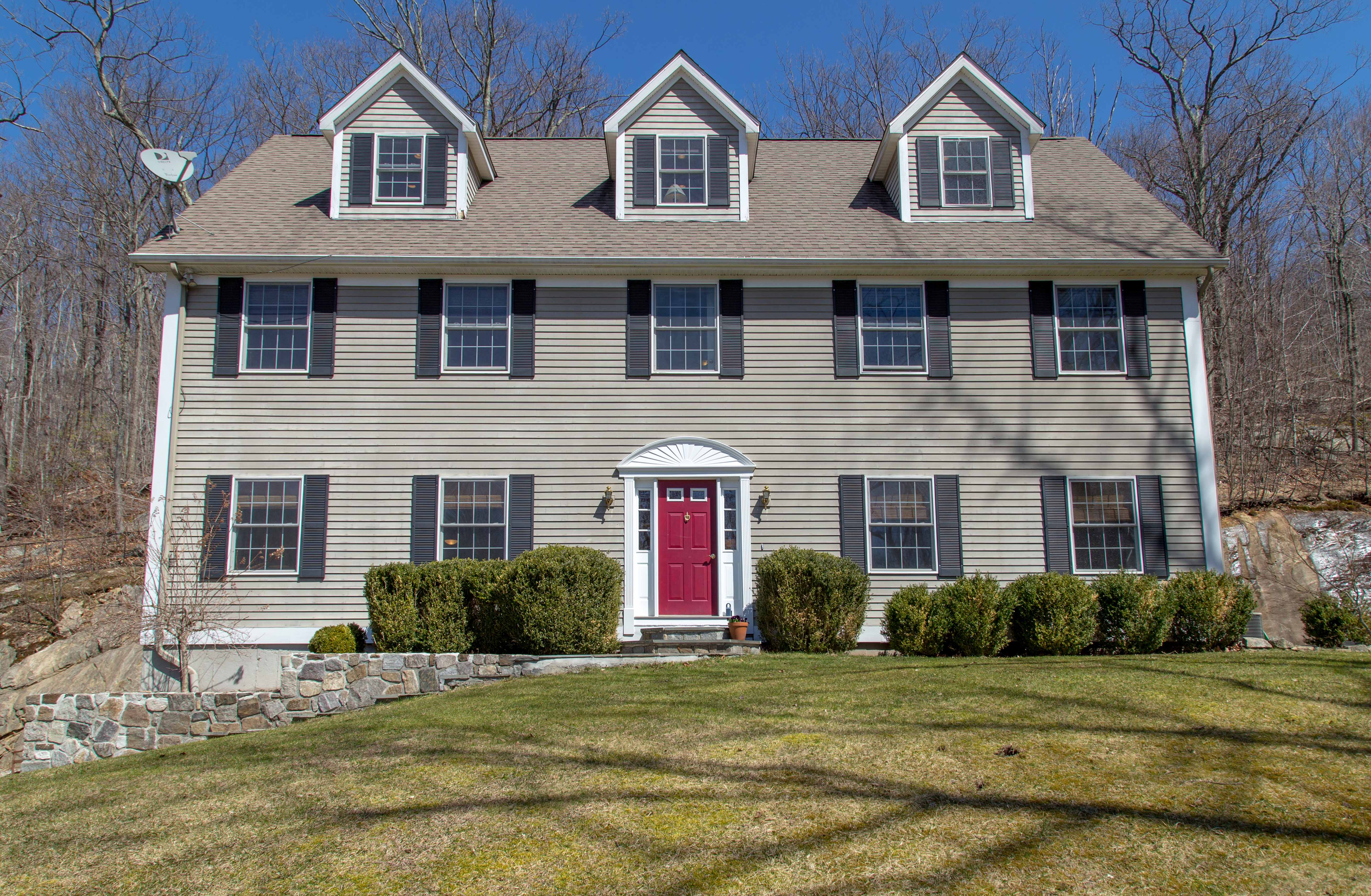 Vivienda unifamiliar por un Venta en Classic 5 Bedroom Colonial 105 Pine Mountain Road Ridgefield, Connecticut 06877 Estados Unidos