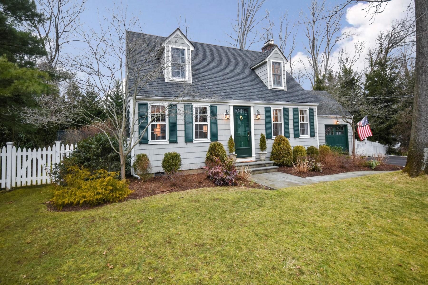 Vivienda unifamiliar por un Venta en Turn-Key Perfection In Darien 21 Oak Crest Darien, Connecticut, 06820 Estados Unidos