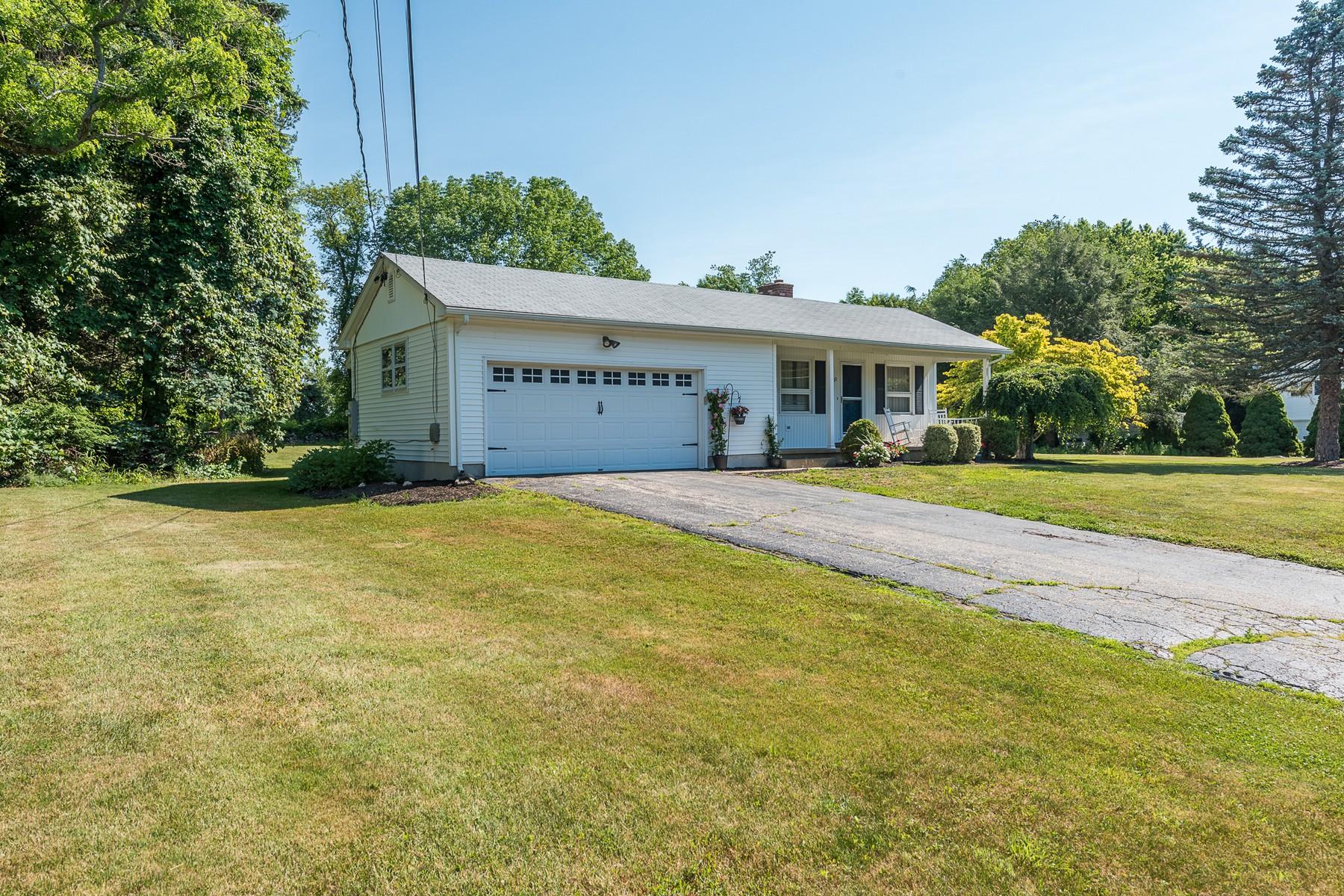 Einfamilienhaus für Verkauf beim Inviting Ranch 20 Caulkins Road Norwich, Connecticut, 06360 Vereinigte Staaten