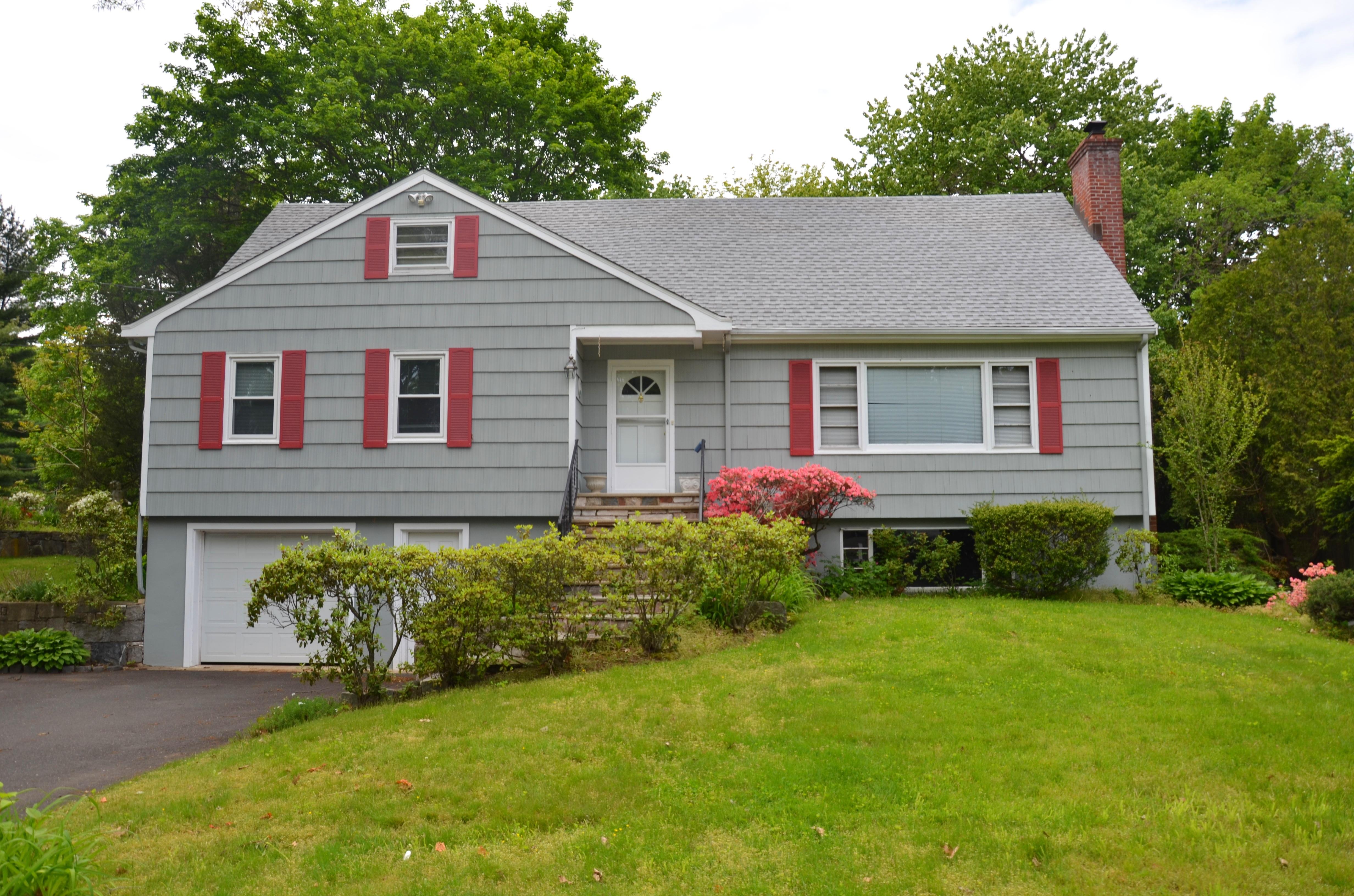 Maison unifamiliale pour l Vente à Much Larger than it Appears 3 Gillies Lane Norwalk, Connecticut, 06854 États-Unis