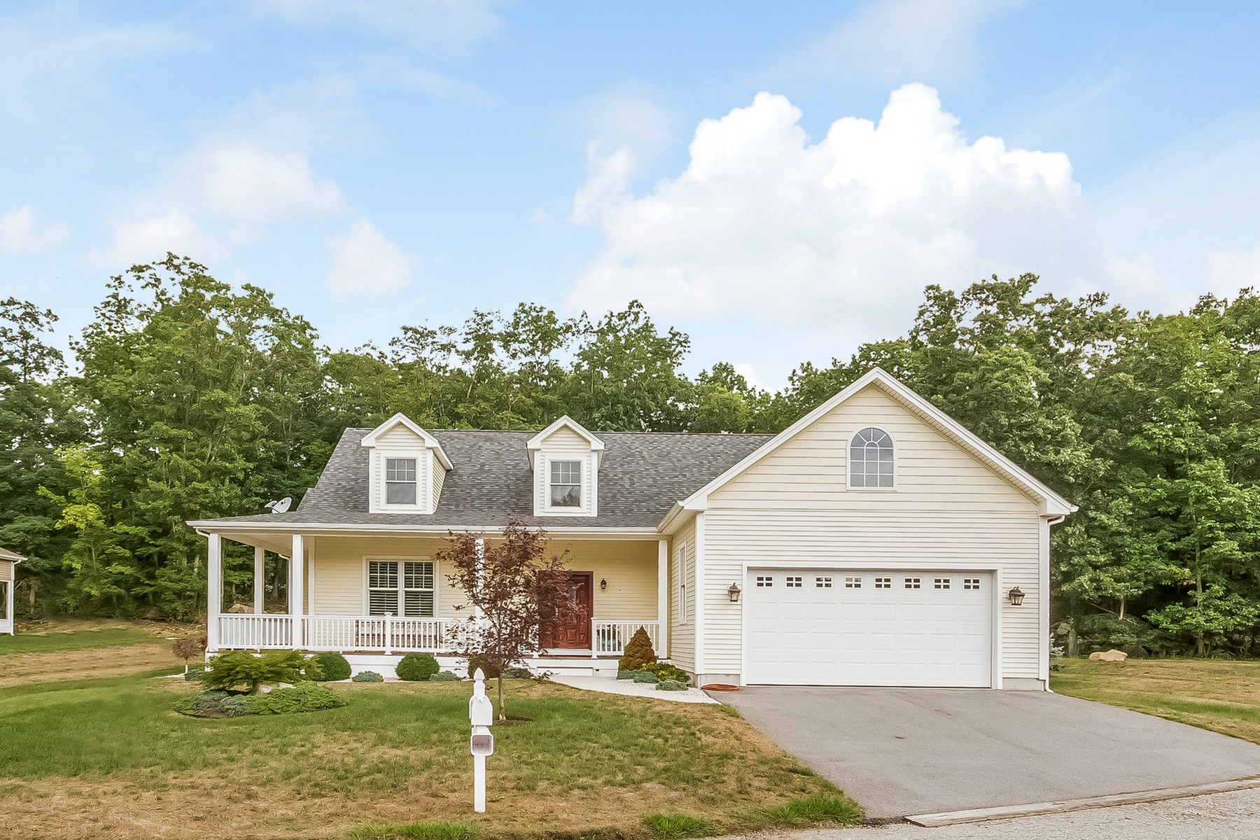 for Sale at Upgraded and Well Appointed 4 Hudson Ln. 4 East Lyme, Connecticut, 06357 United States
