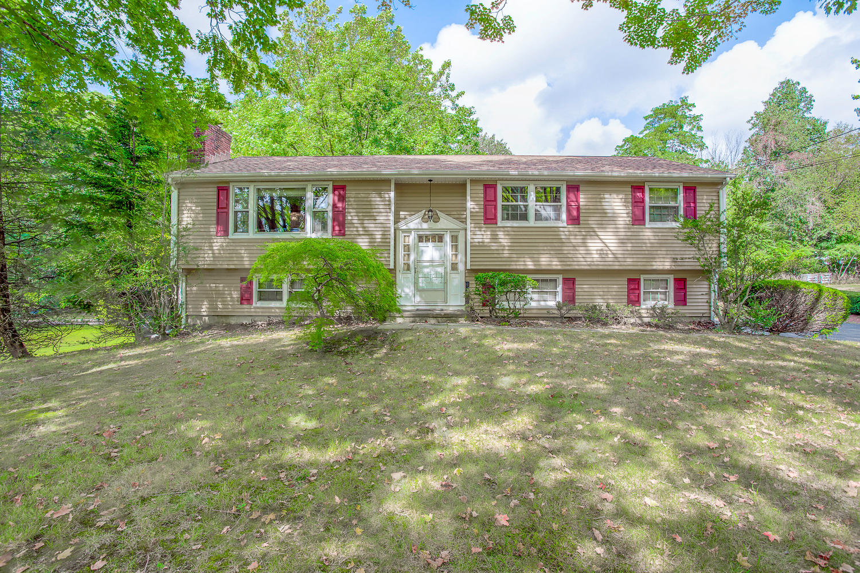 Casa para uma família para Venda às 14 Bonnybrook Road Norwalk, Connecticut 06850 Estados Unidos