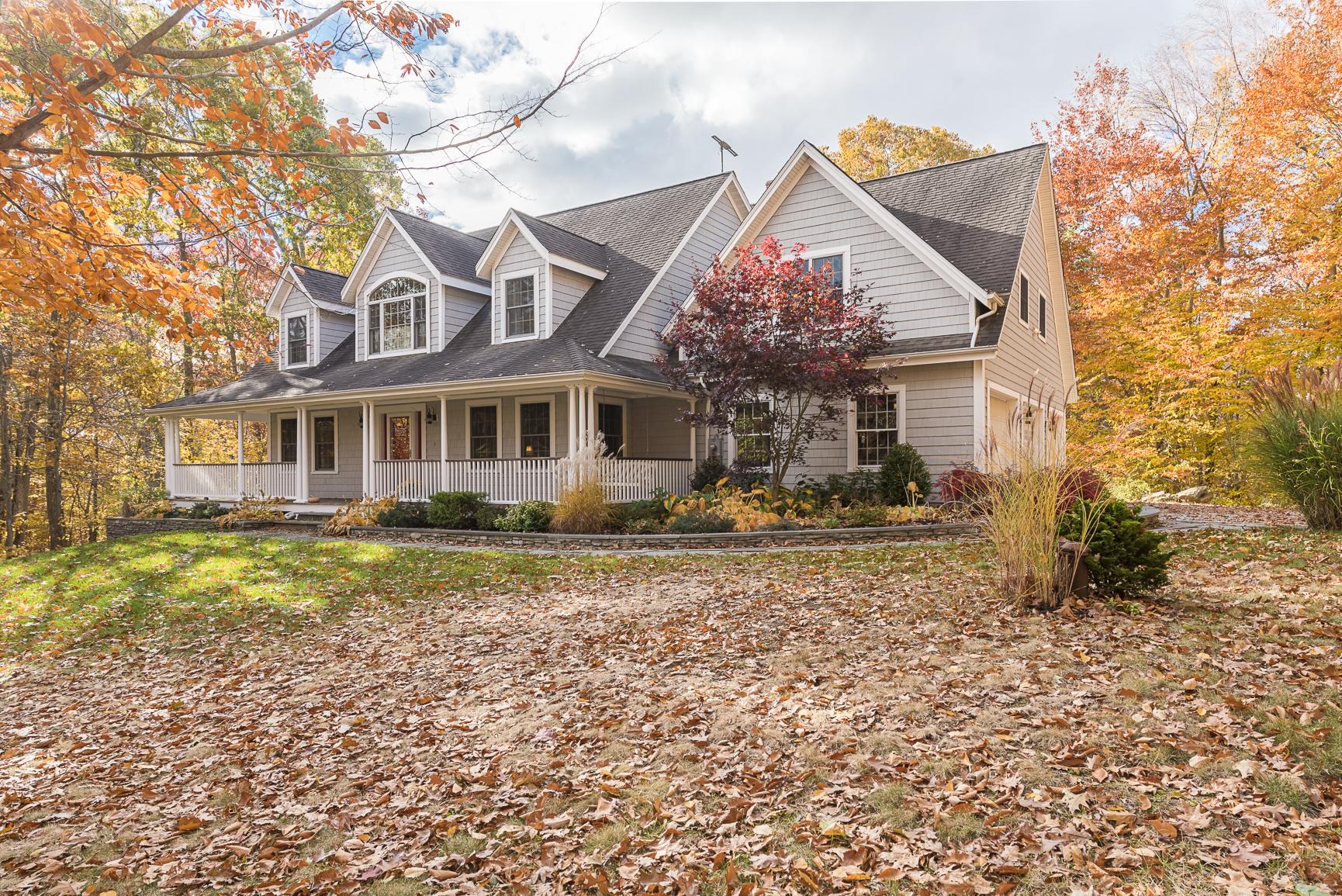 独户住宅 为 销售 在 Entertainers Delight 37 Overlook Dr 韦斯特布鲁克, 康涅狄格州, 06498 美国