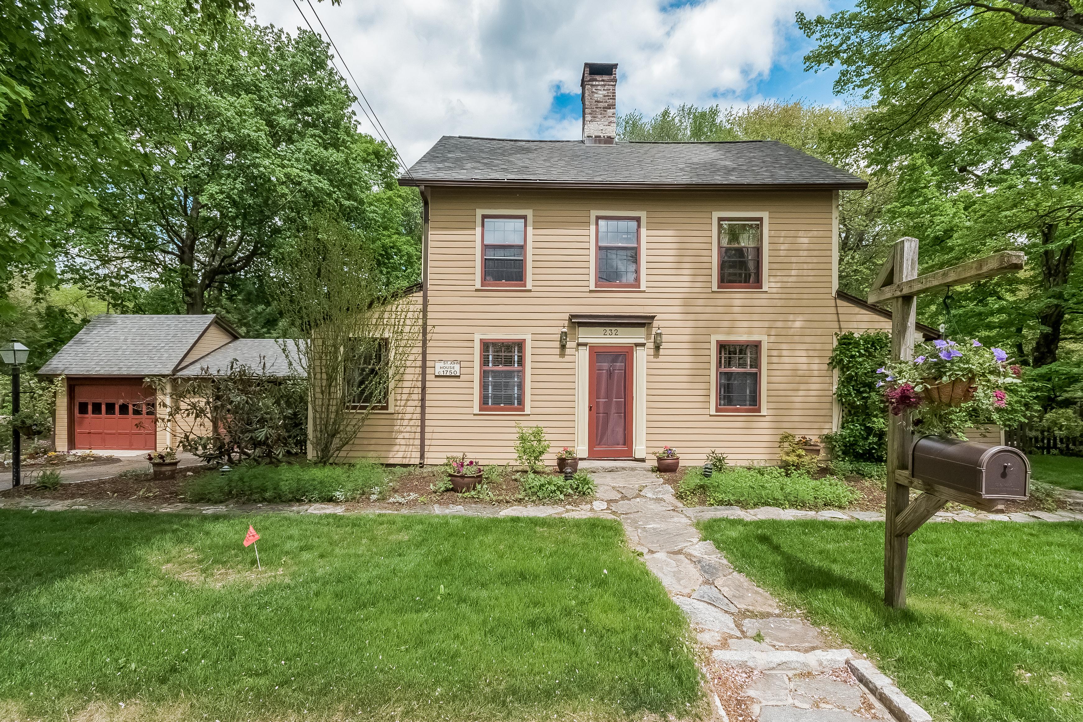 Частный односемейный дом для того Продажа на 232 Silvermine Avenue Silvermine, Norwalk, Коннектикут 06850 Соединенные Штаты
