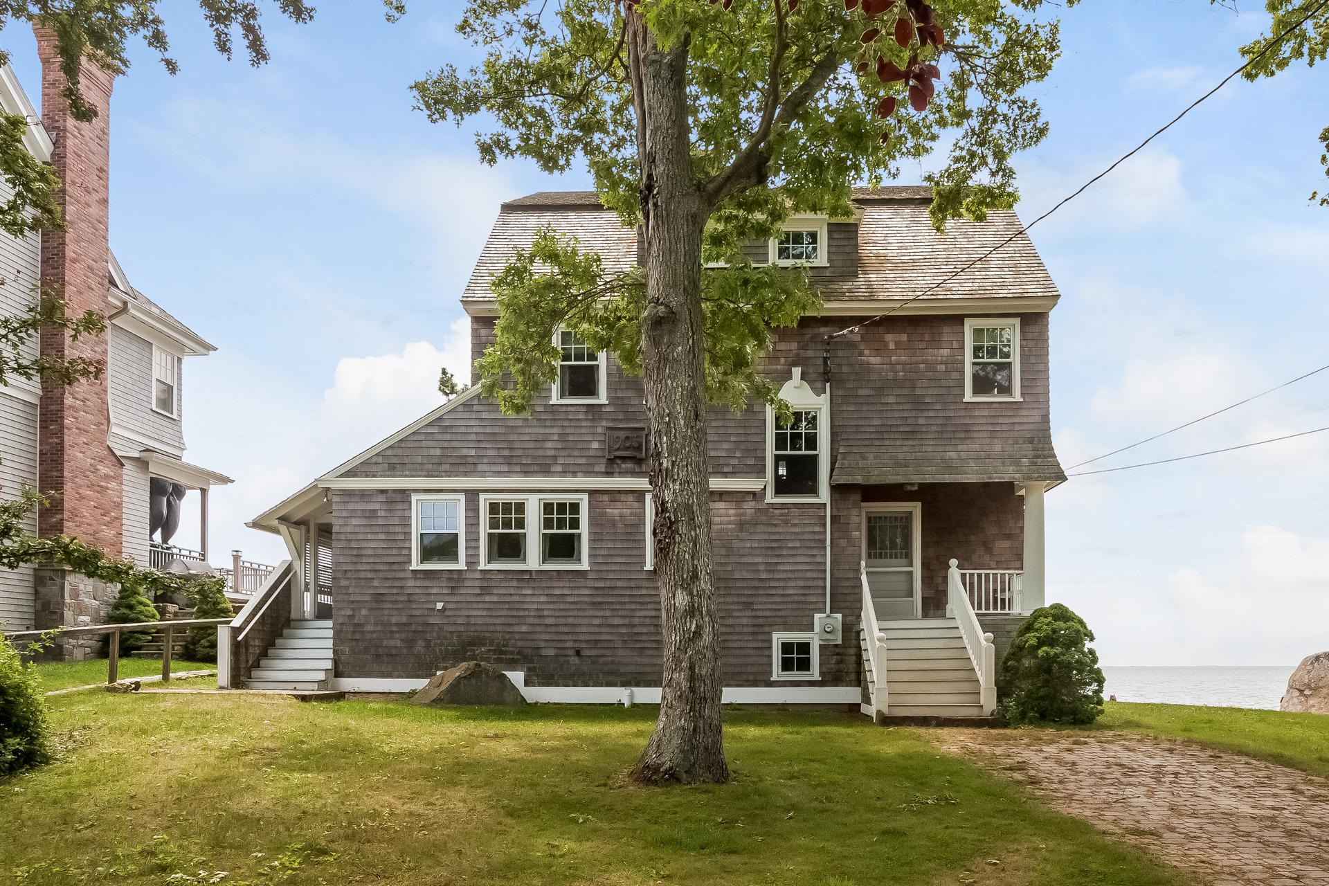 Einfamilienhaus für Verkauf beim Direct Waterfront 75 Groveway Clinton, Connecticut, 06413 Vereinigte Staaten