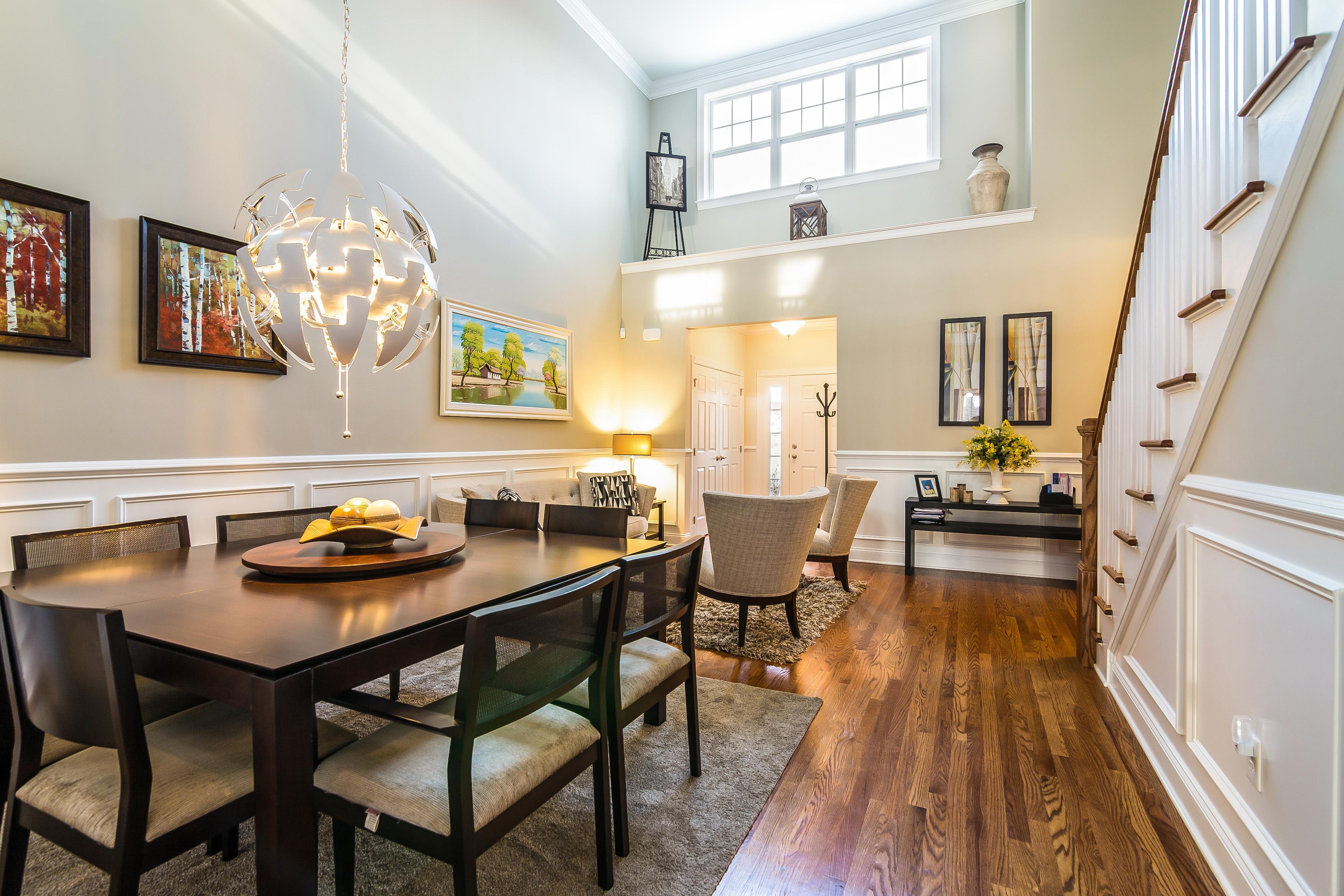 Casa unifamiliar adosada (Townhouse) por un Venta en Dramatic & Sunny Home 44 Great Hill Dr 44 Bethel, Connecticut 06801 Estados Unidos