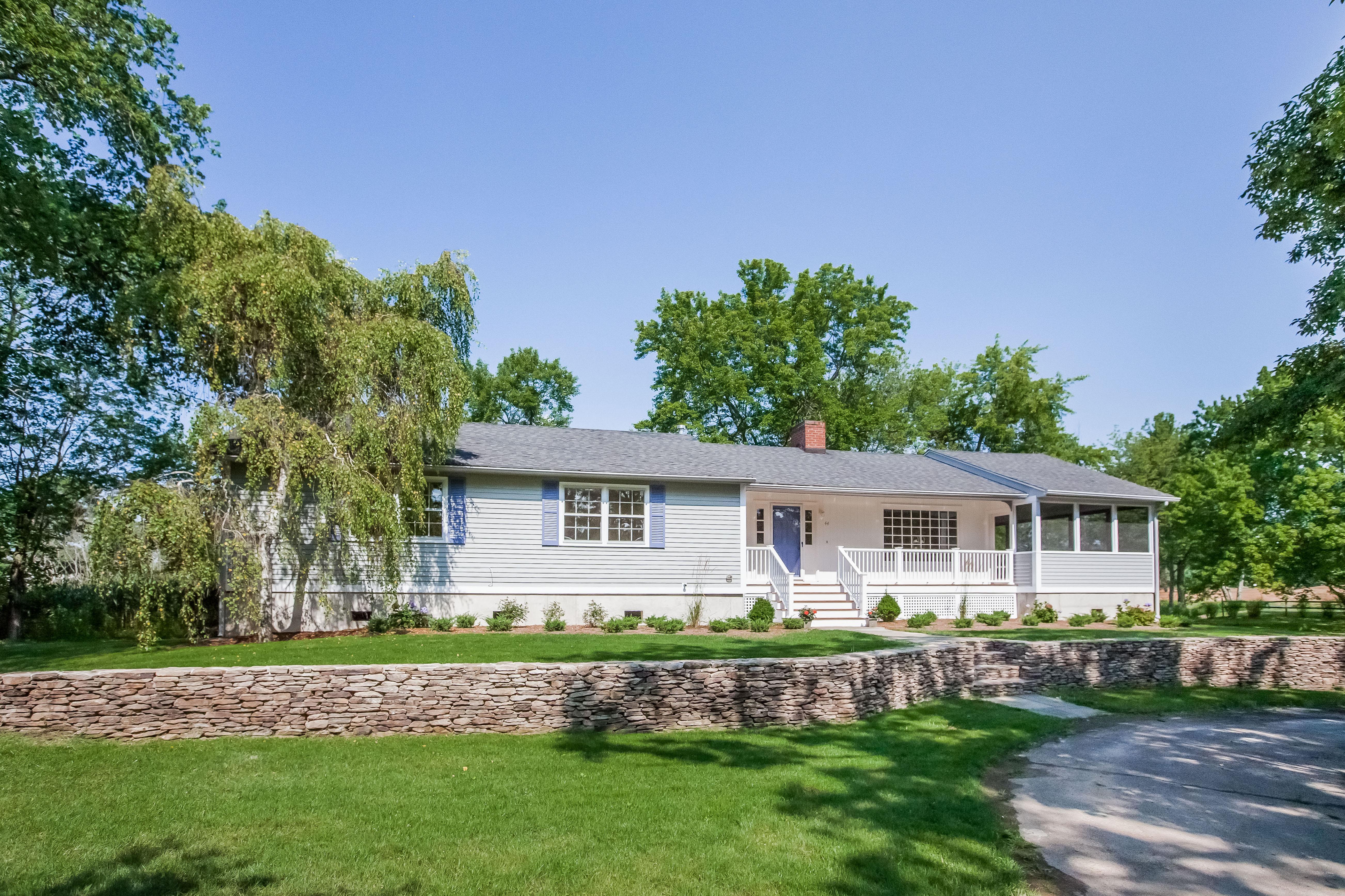 Einfamilienhaus für Verkauf beim 44 Middle Beach Road West Madison, Connecticut, 06443 Vereinigte Staaten