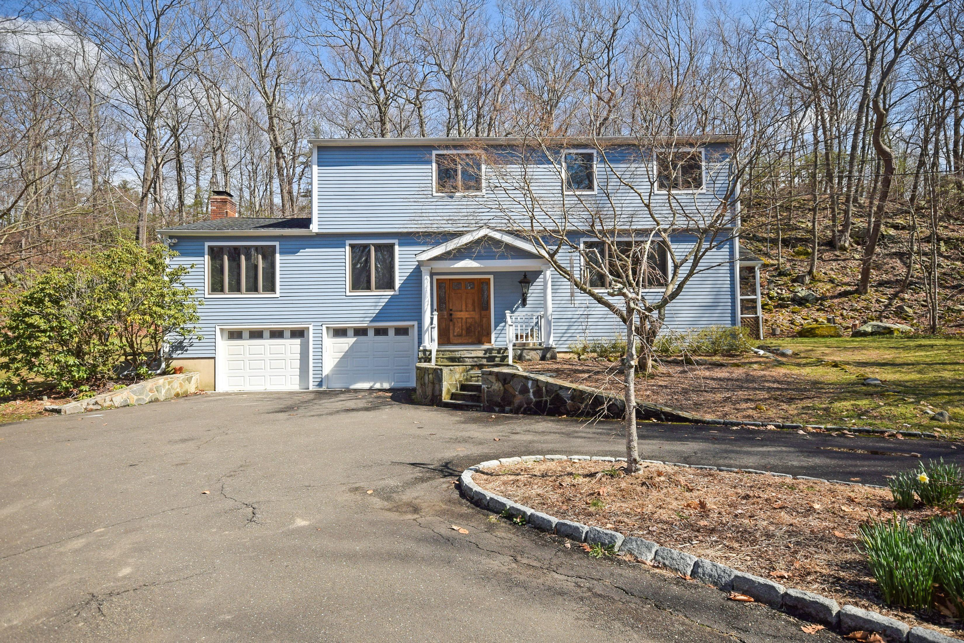 Einfamilienhaus für Verkauf beim A Modern Colonial 8 Oak Lane Weston, Connecticut, 06883 Vereinigte Staaten