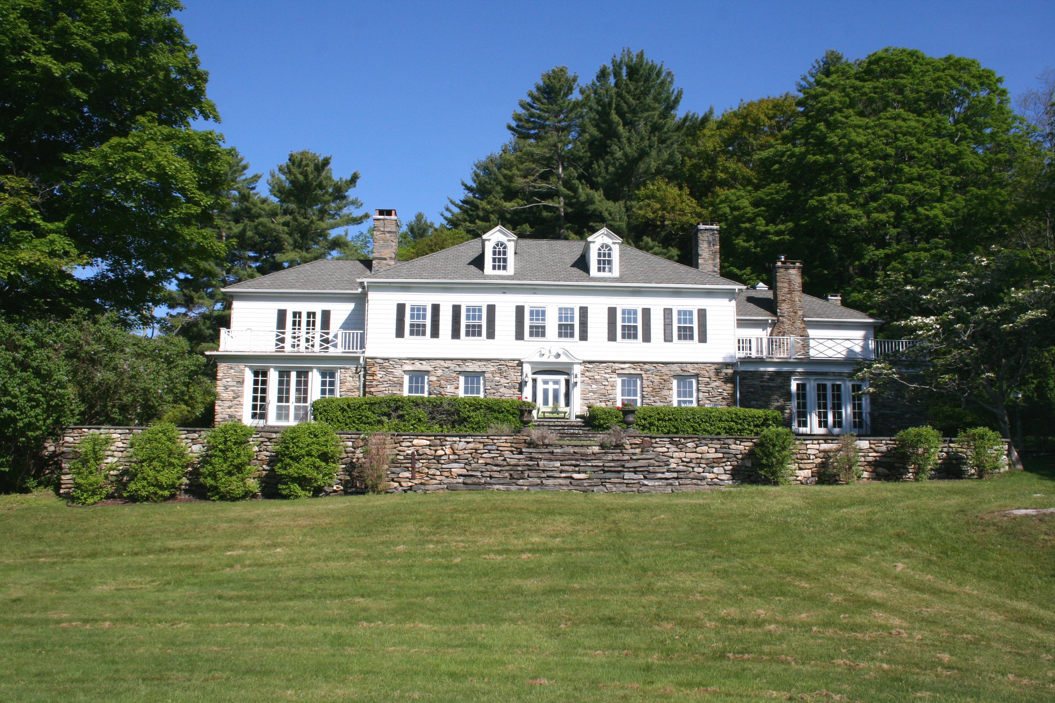 Maison unifamiliale pour l Vente à Spectacular Turn-of-the-Century Berkshire Estate 2 Brace Road Tyringham, Massachusetts 01264 États-Unis