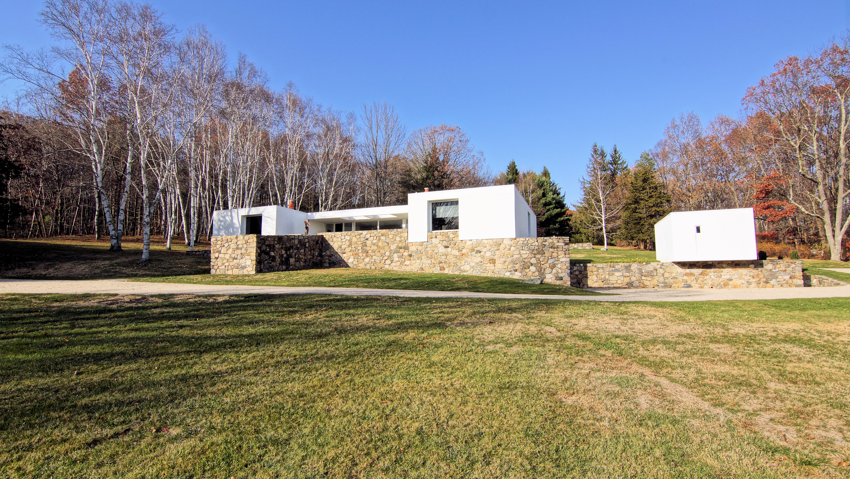 独户住宅 为 销售 在 Marcel Breuer's Stillman II 106 Clark Road 利奇菲尔德, 康涅狄格州, 06759 美国