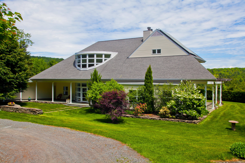 단독 가정 주택 용 매매 에 Stunning Contemporary with Mountain Views on 15 Private Acres, Ideal Location 5 Seekonk Cross Rd Great Barrington, 매사추세츠 01230 미국