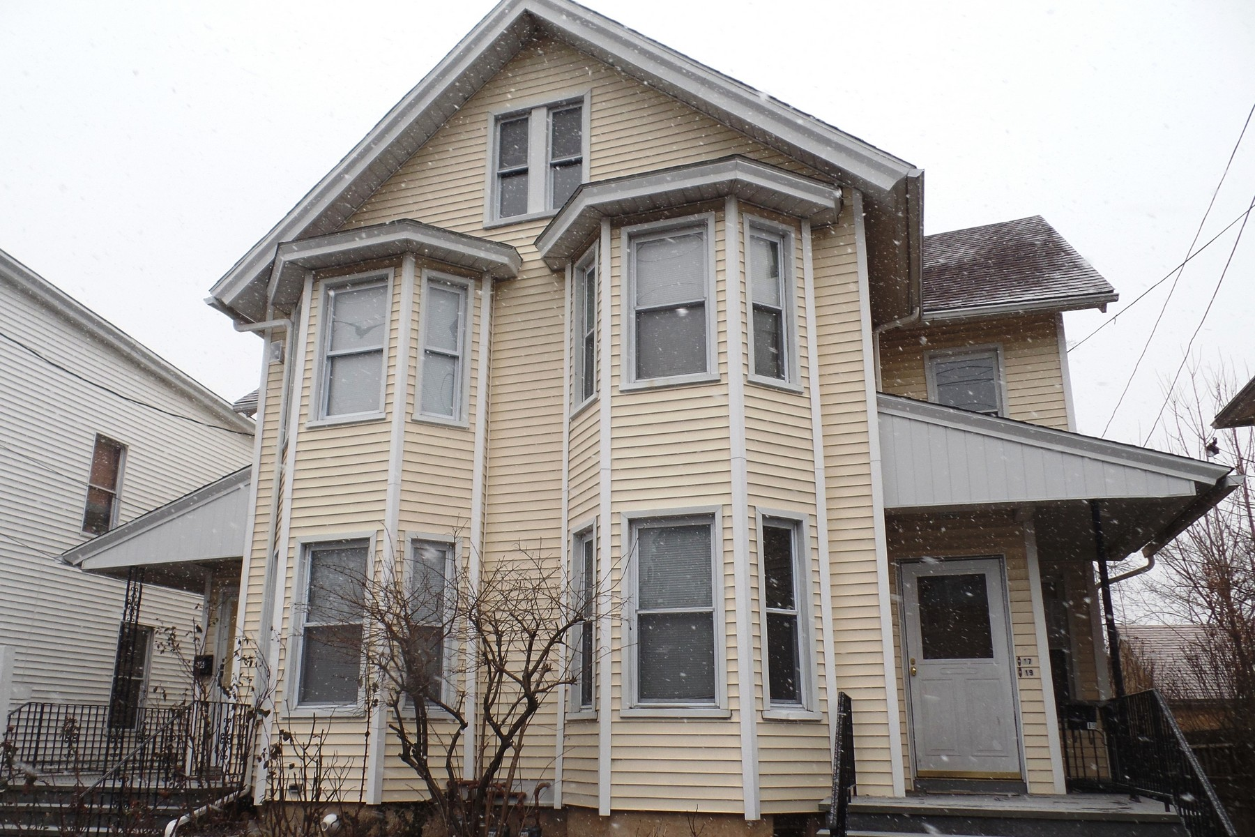 Single Family Home for Rent at Great Townhouse on Left Side of a MultiFamily Home 15 Seeley Street Bridgeport, Connecticut 06605 United States