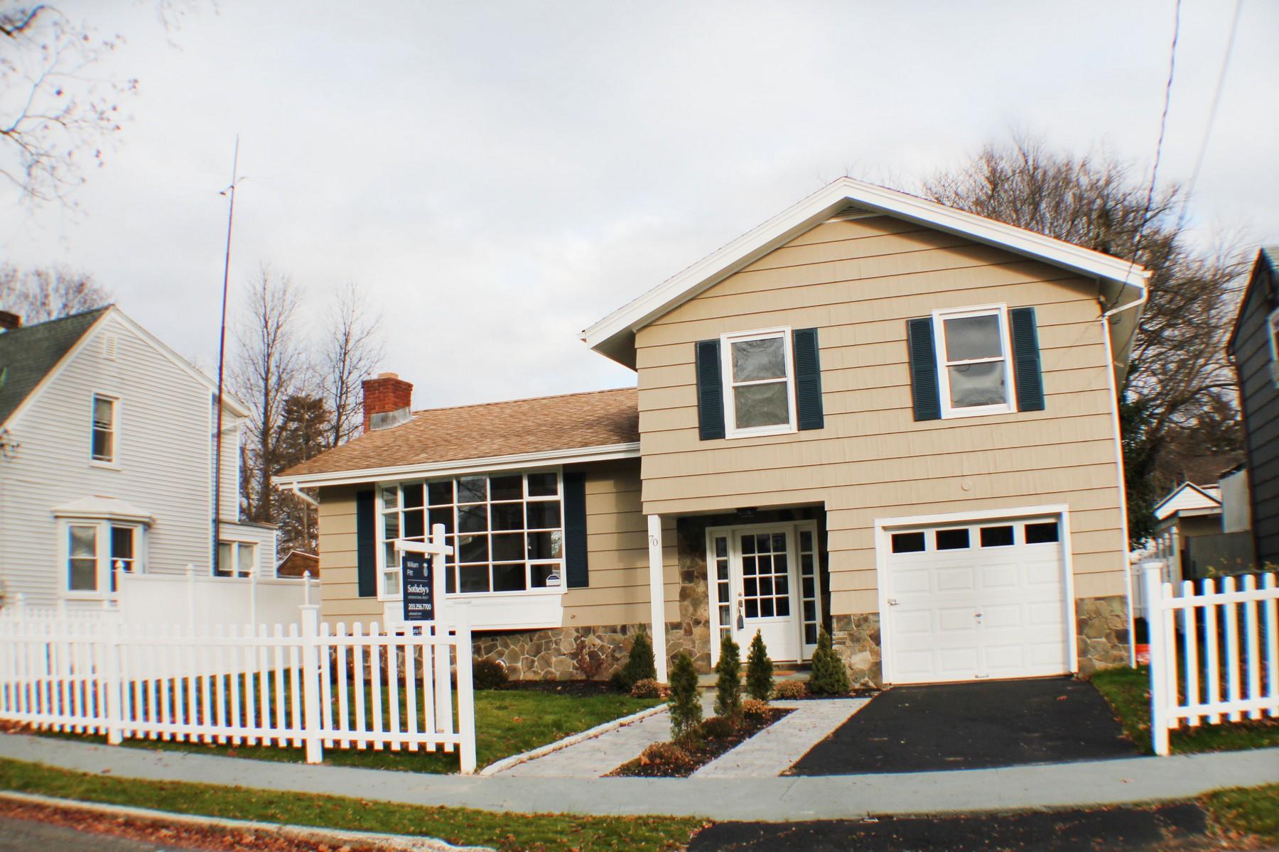 Tek Ailelik Ev için Satış at Stunning, Totally Renovated Split Level North End Ranch Near to Lake Forest 70 Strand Street Bridgeport, Connecticut 06606 Amerika Birleşik Devletleri