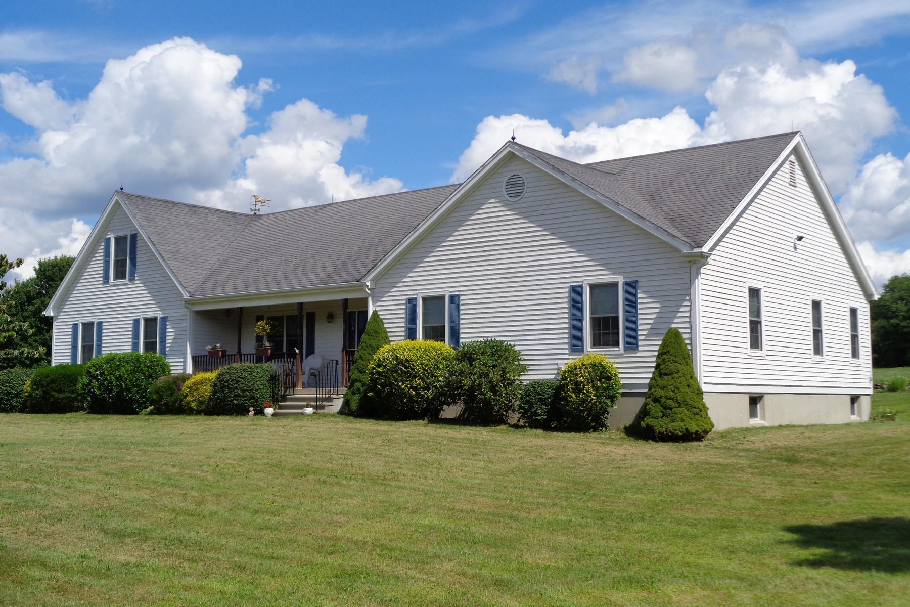 Einfamilienhaus für Verkauf beim One Level Living 826 Pendleton Hill Road North Stonington, Connecticut 06359 Vereinigte Staaten