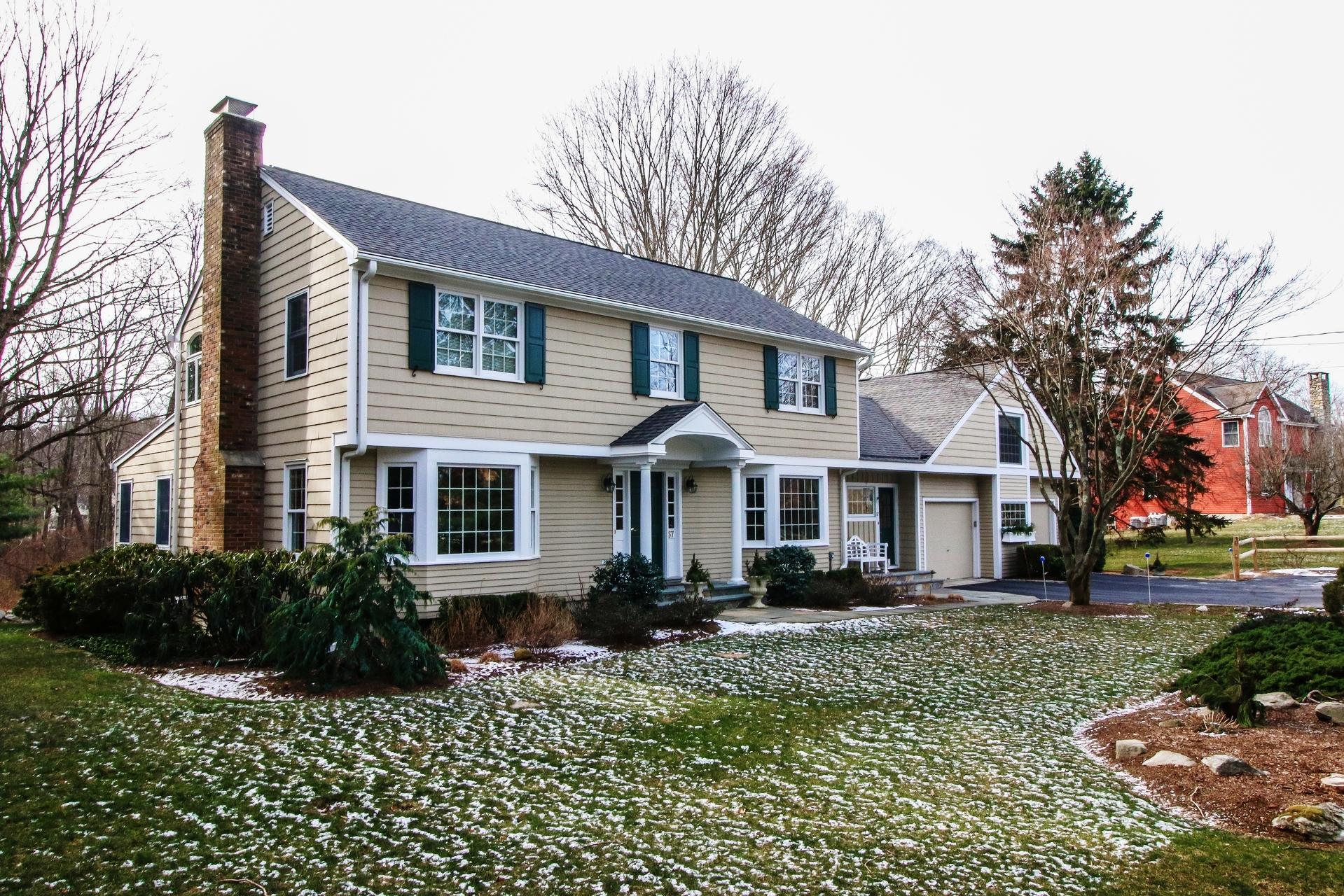 一戸建て のために 売買 アット Center Hall Colonial on 2+ Acres 57 Vista Road Wilton, コネチカット 06897 アメリカ合衆国