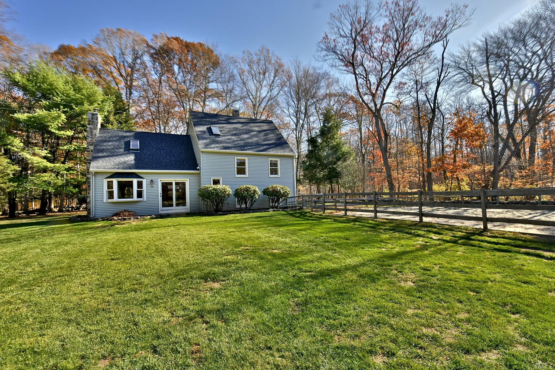 Nhà ở một gia đình vì Bán tại Great Horse Farm! Cape on 2+ Acres 94 Route 80 Killingworth, Connecticut, 06419 Hoa Kỳ