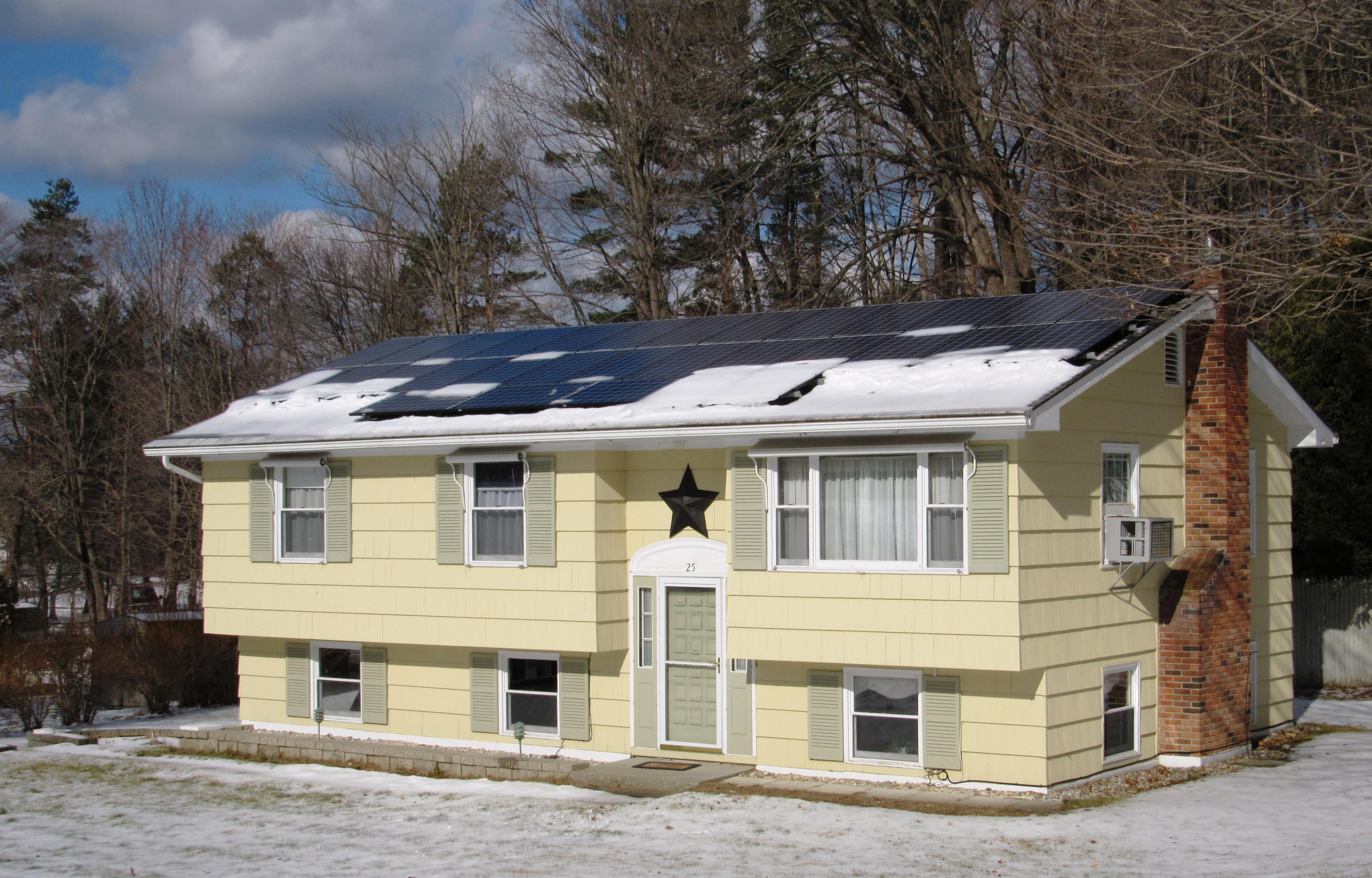 단독 가정 주택 용 매매 에 Home With New Solar Panels 25 Pine Ridge Dr Lee, 매사추세츠, 01238 미국