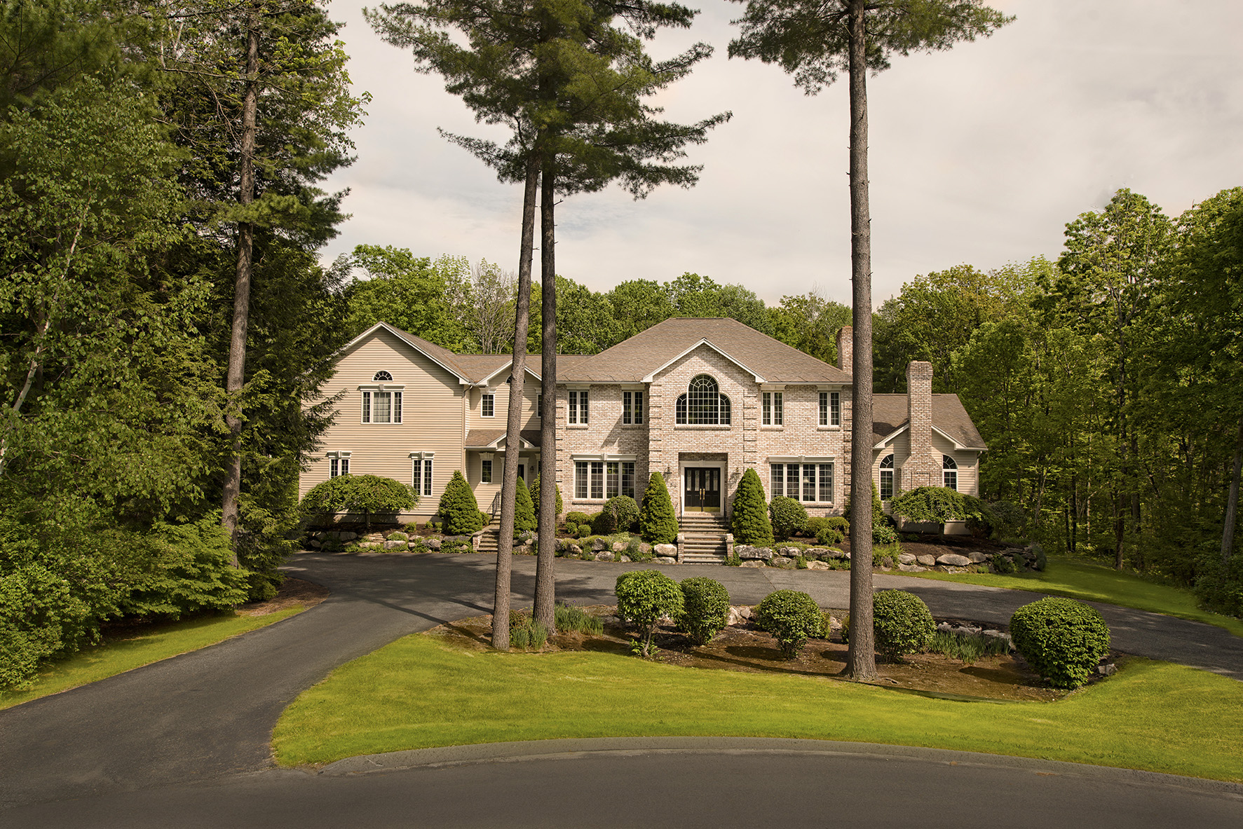 獨棟家庭住宅 為 出售 在 Outstanding Custom Built Lenox Home 89 Dunmore Ct Lenox, 麻塞諸塞州, 01240 美國