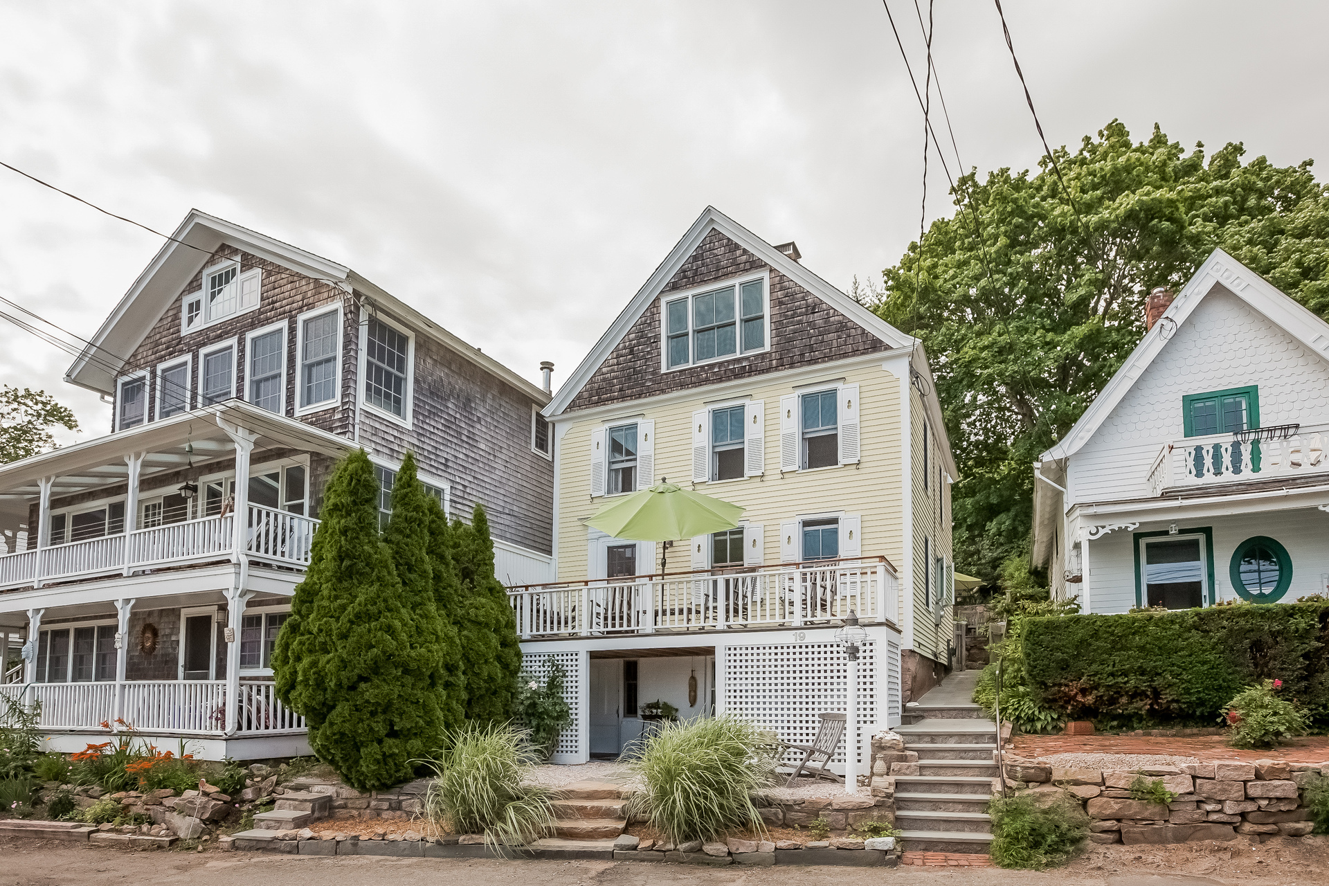 Single Family Home for Sale at 19 Halls Point Rd Branford, Connecticut 06405 United States