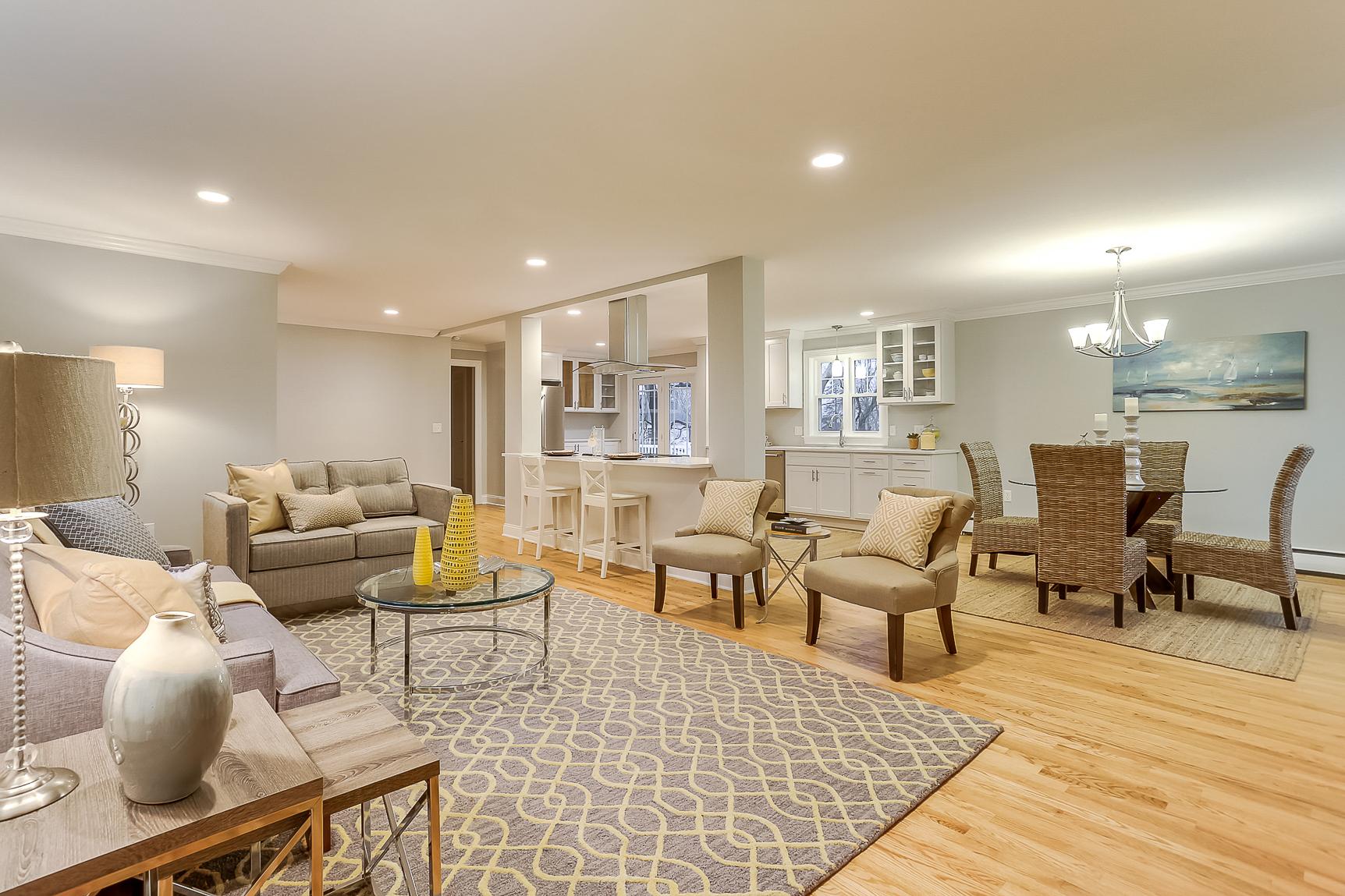 Einfamilienhaus für Verkauf beim Expertly Renovated, Kayak Access 115 River Edge Farms Rd Madison, Connecticut, 06443 Vereinigte Staaten