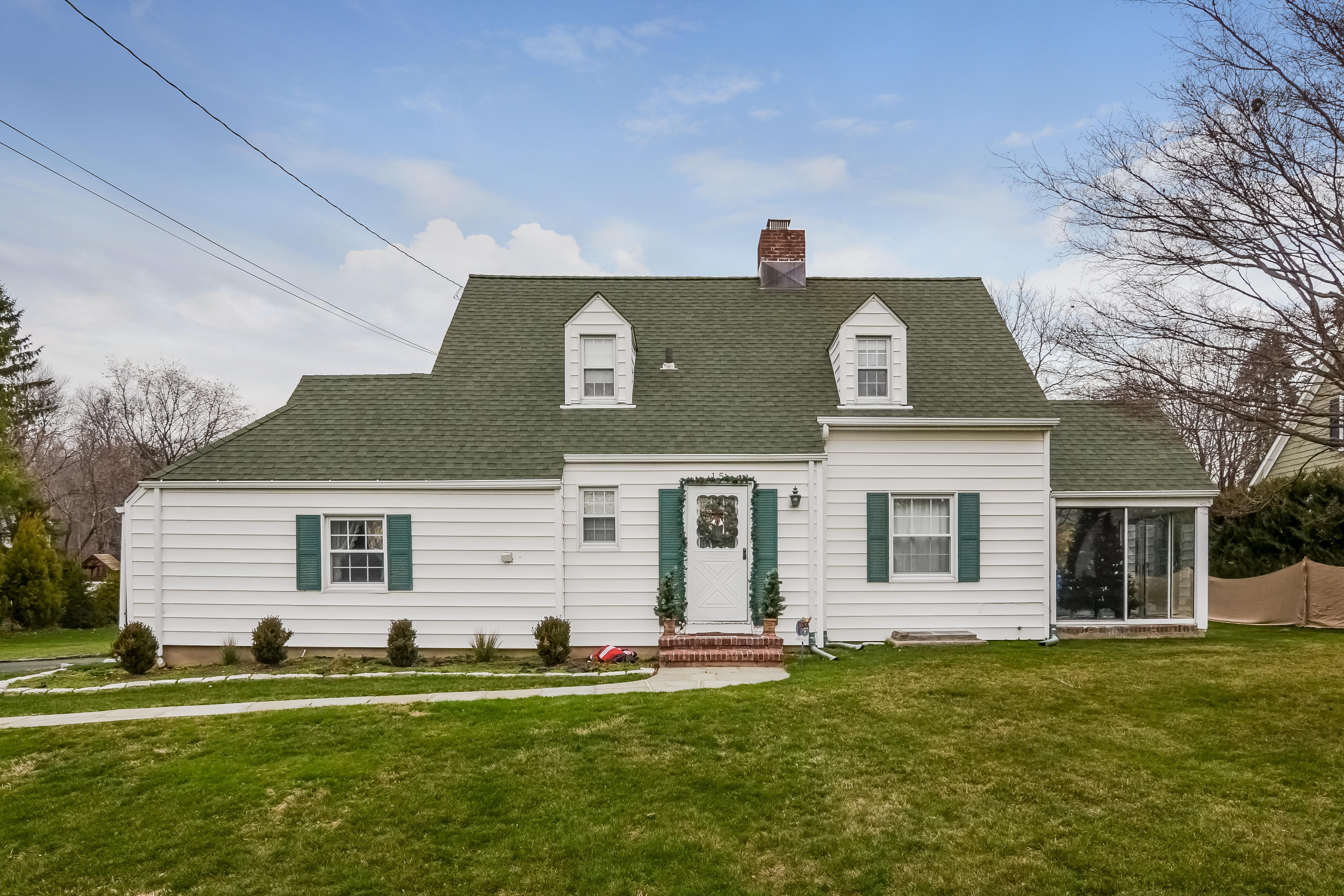 단독 가정 주택 용 매매 에 Valhalla Colonial 15 Heath Road Valhalla, 뉴욕, 10595 미국