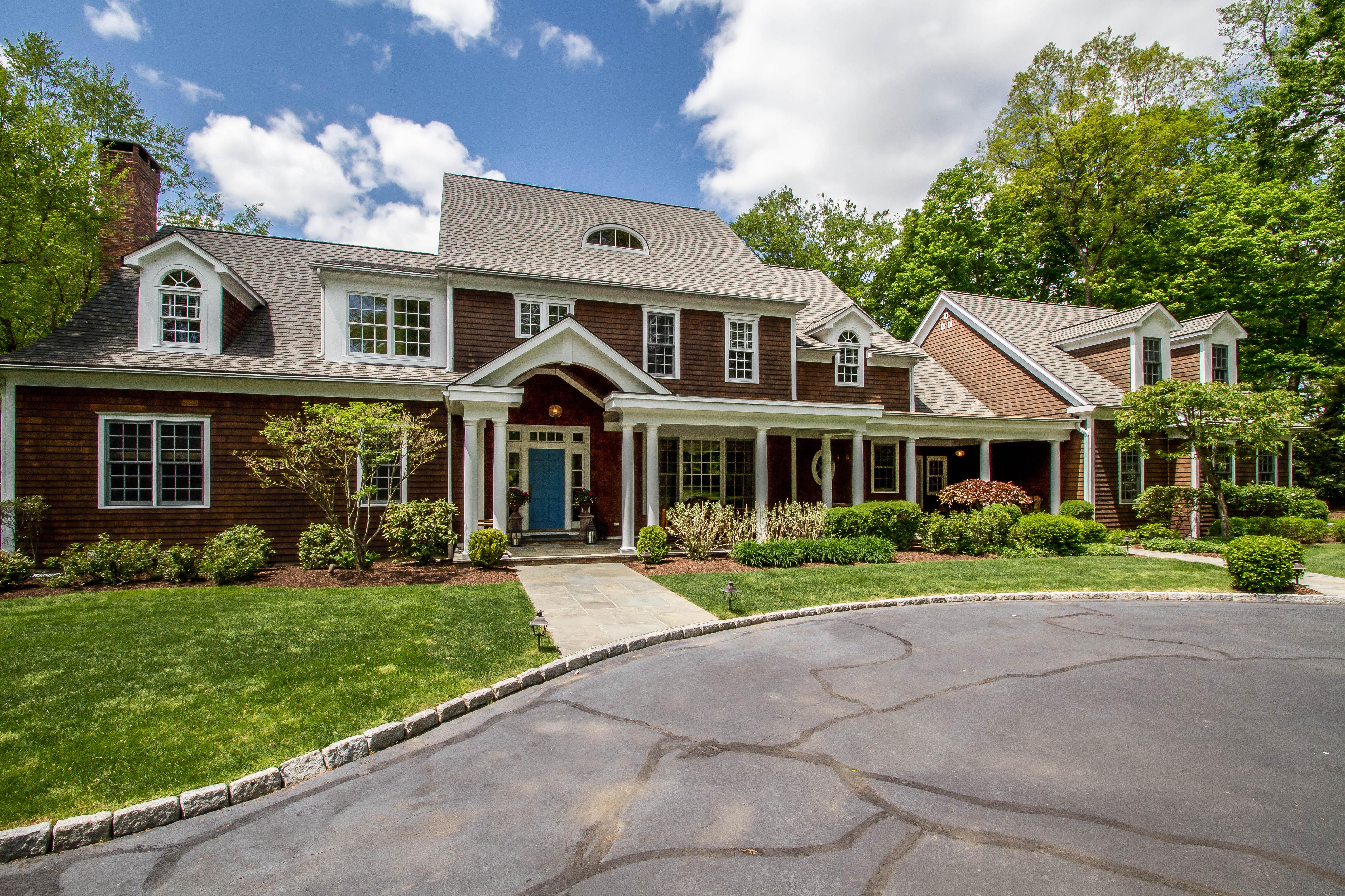 独户住宅 为 销售 在 Classic Elegance Defined 77 Bayberry Lane 韦斯特波特, 康涅狄格州, 06880 美国