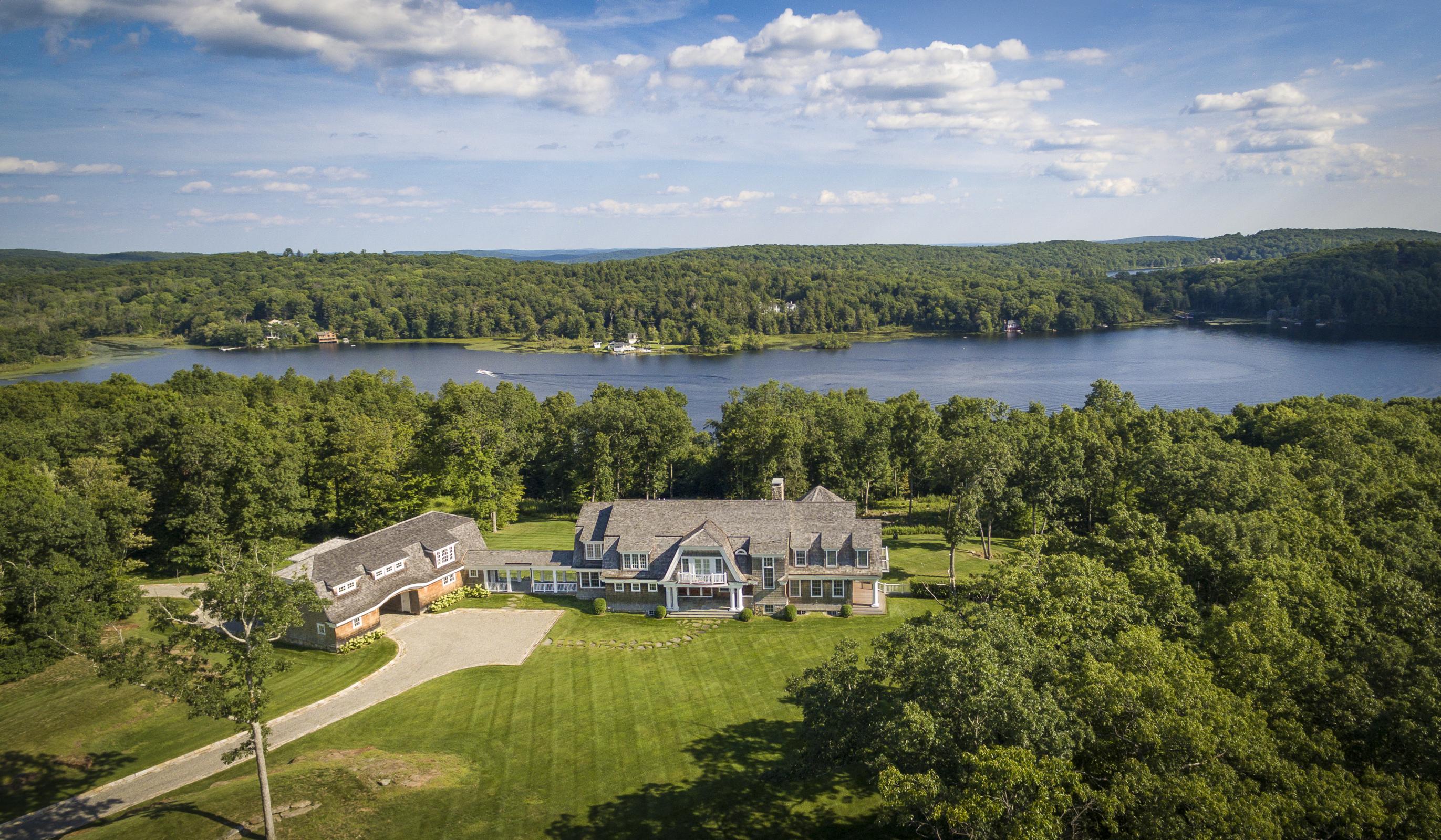独户住宅 为 销售 在 New England Lake House 200 Kenmont Rd 肯特, 康涅狄格州, 06757 美国