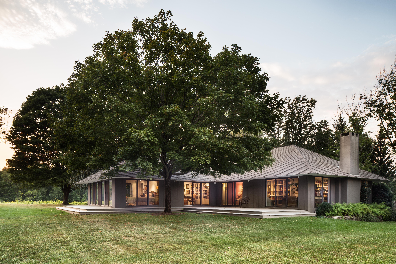 独户住宅 为 销售 在 Private and Elegant 19 Hifield Dr 华盛顿, 康涅狄格州, 06794 美国