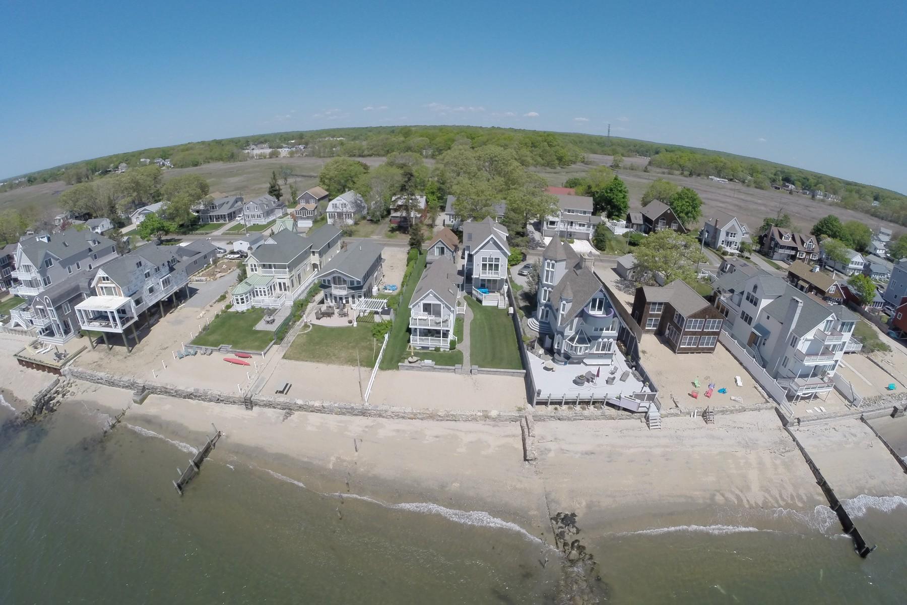 Eigentumswohnung für Verkauf beim Direct waterfront, year round house with private beach 161c Shore Rd Clinton, Connecticut, 06413 Vereinigte Staaten