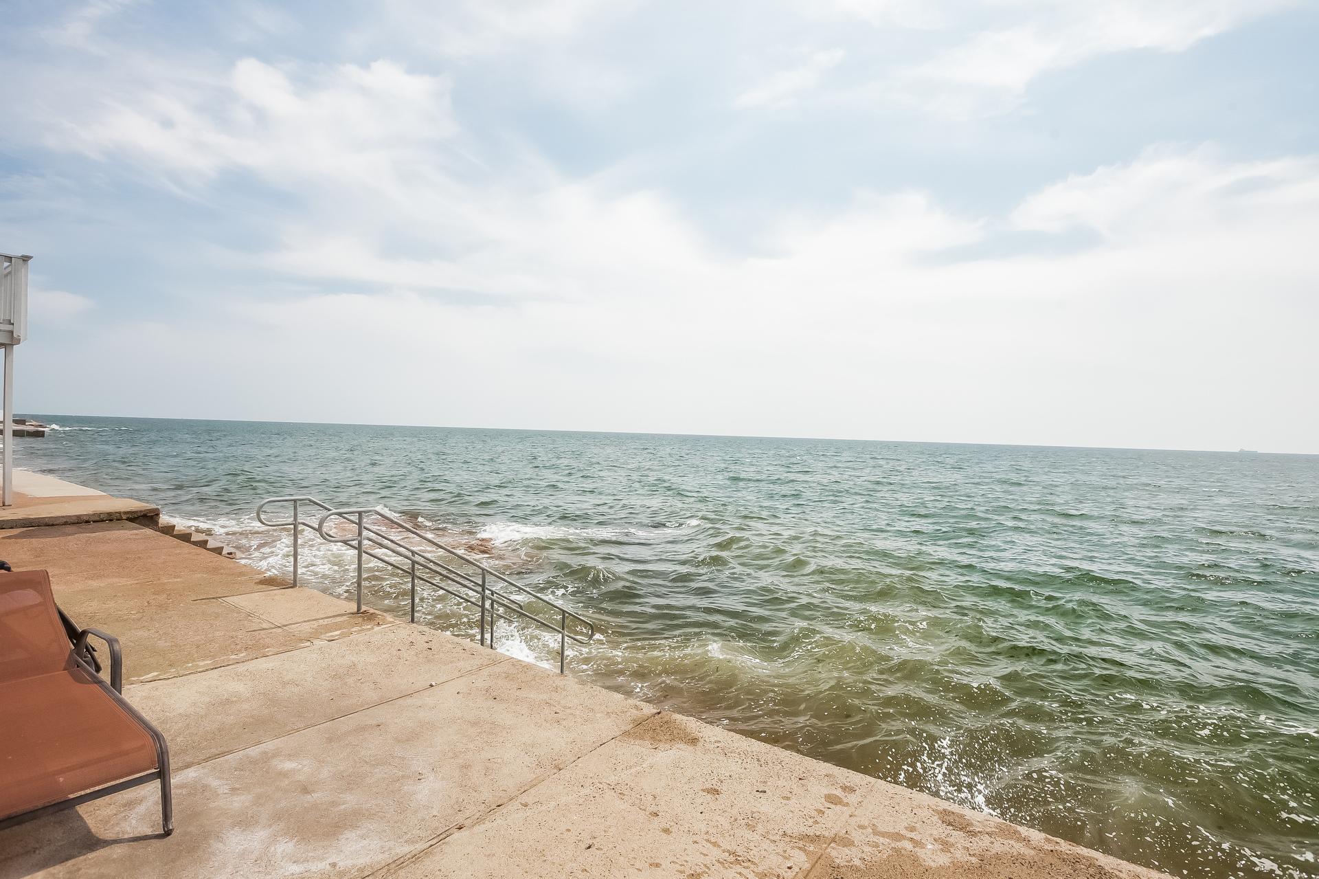 Einfamilienhaus für Verkauf beim Breathtaking Water Views 248 Cosey Beach Ave East Haven, Connecticut 06512 Vereinigte Staaten