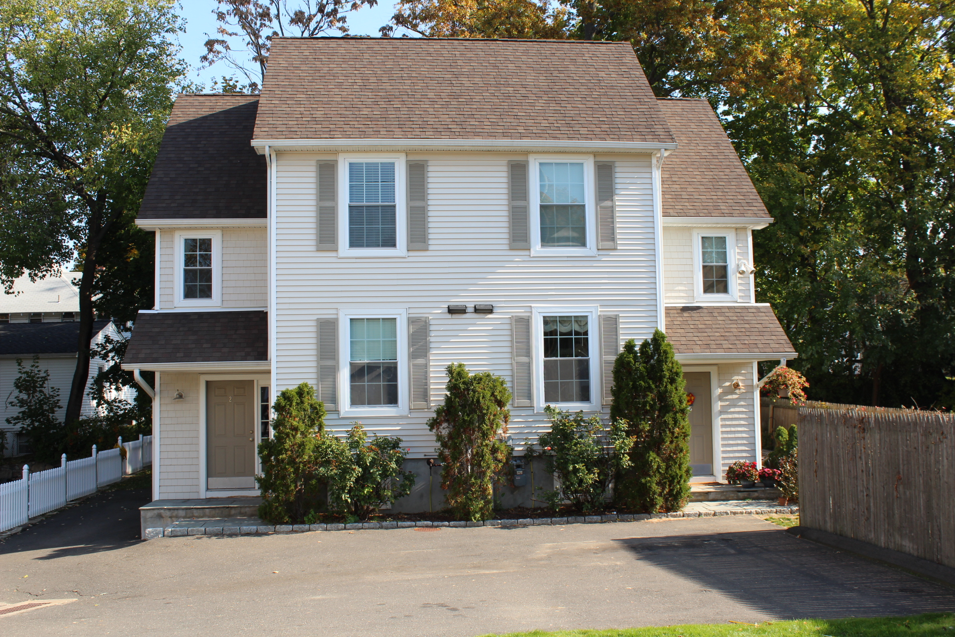 per Vendita alle ore Spacious Townhouse in Sought After East Norwalk Area 2 Bethel Street A Norwalk, Connecticut, 06855 Stati Uniti