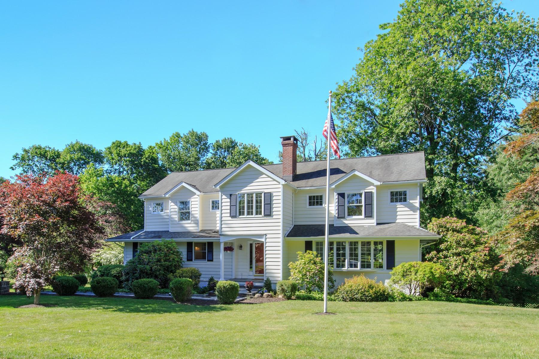 Casa Unifamiliar por un Venta en Prepare to Fall in Love 23 Manor Road Ridgefield, Connecticut, 06877 Estados Unidos