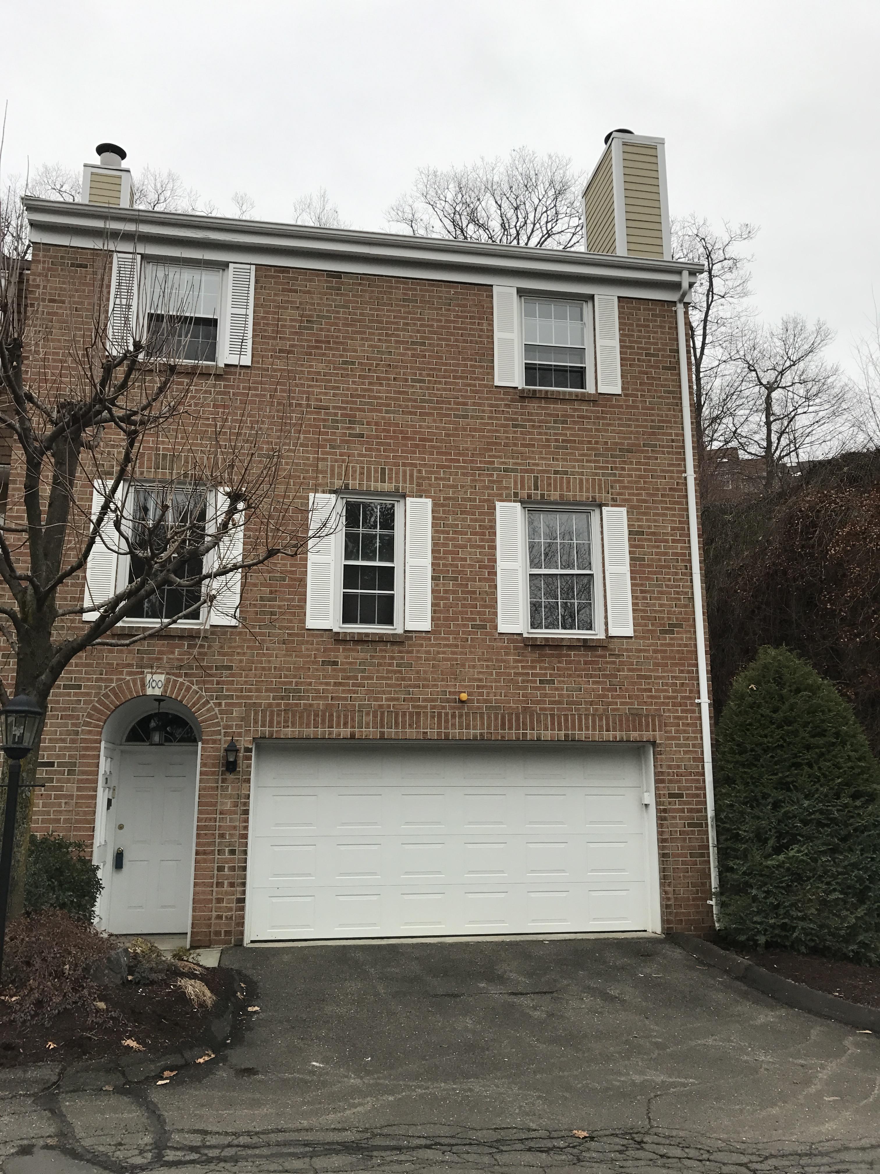 Condominio por un Venta en 3 Bedroom Townhouse 100 Kingswood 100 Bethel, Connecticut 06801 Estados Unidos