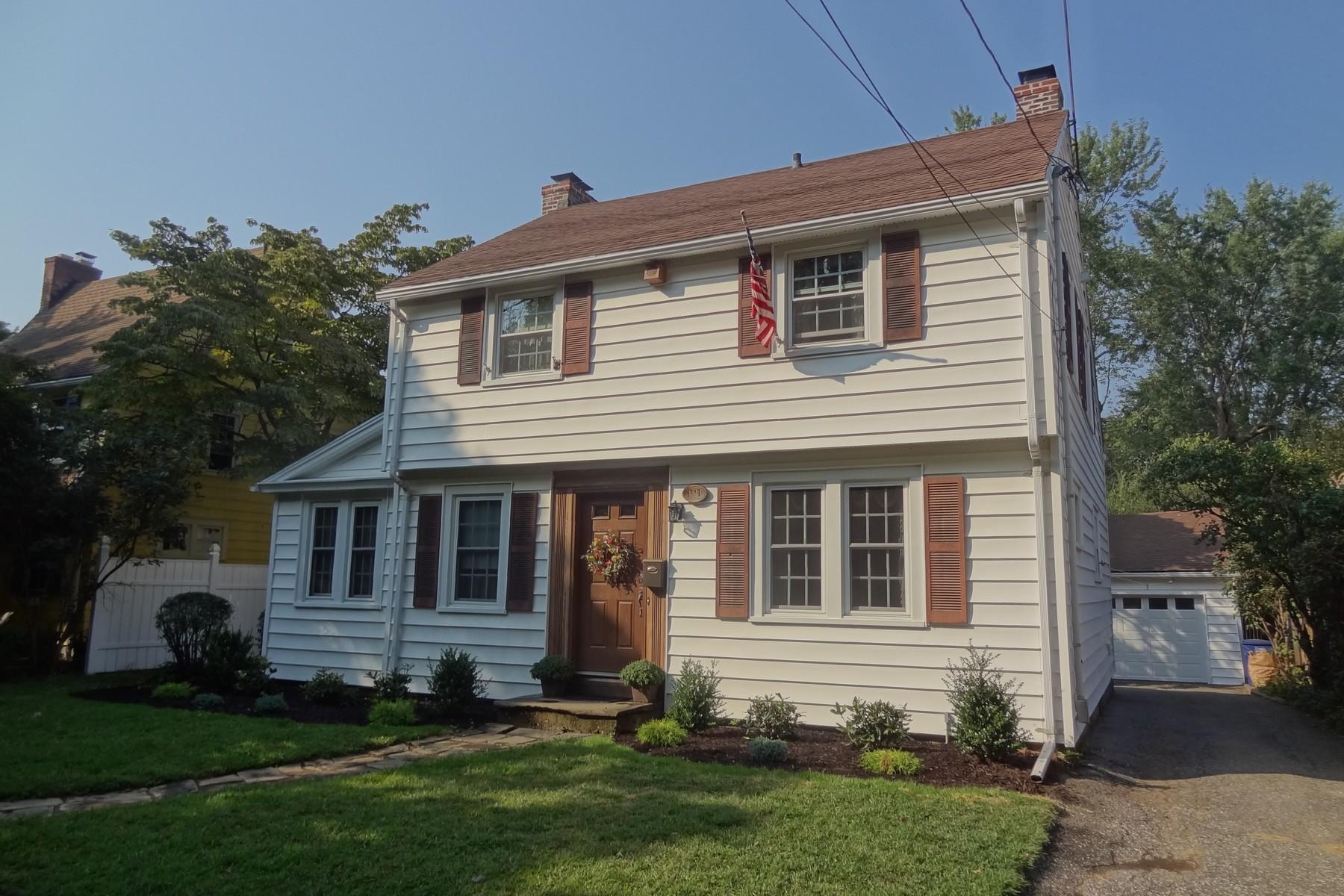 Tek Ailelik Ev için Satış at Well Maintained, Charming 1928 Brooklawn Area Colonial 121 West Parkway Bridgeport, Connecticut 06604 Amerika Birleşik Devletleri