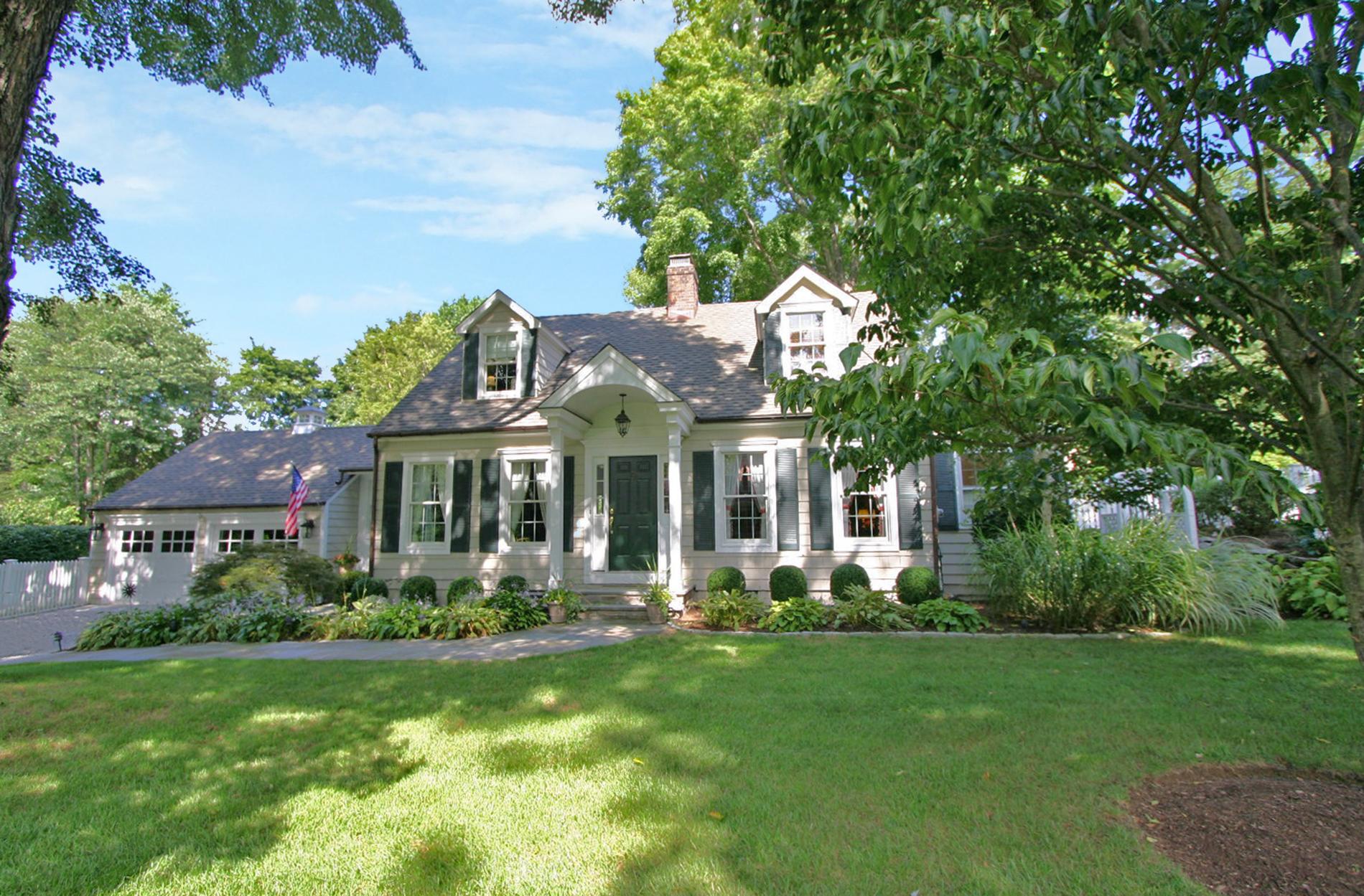 단독 가정 주택 용 매매 에 Picture Perfect Home 5 Reichert Circle Westport, 코네티컷 06880 미국