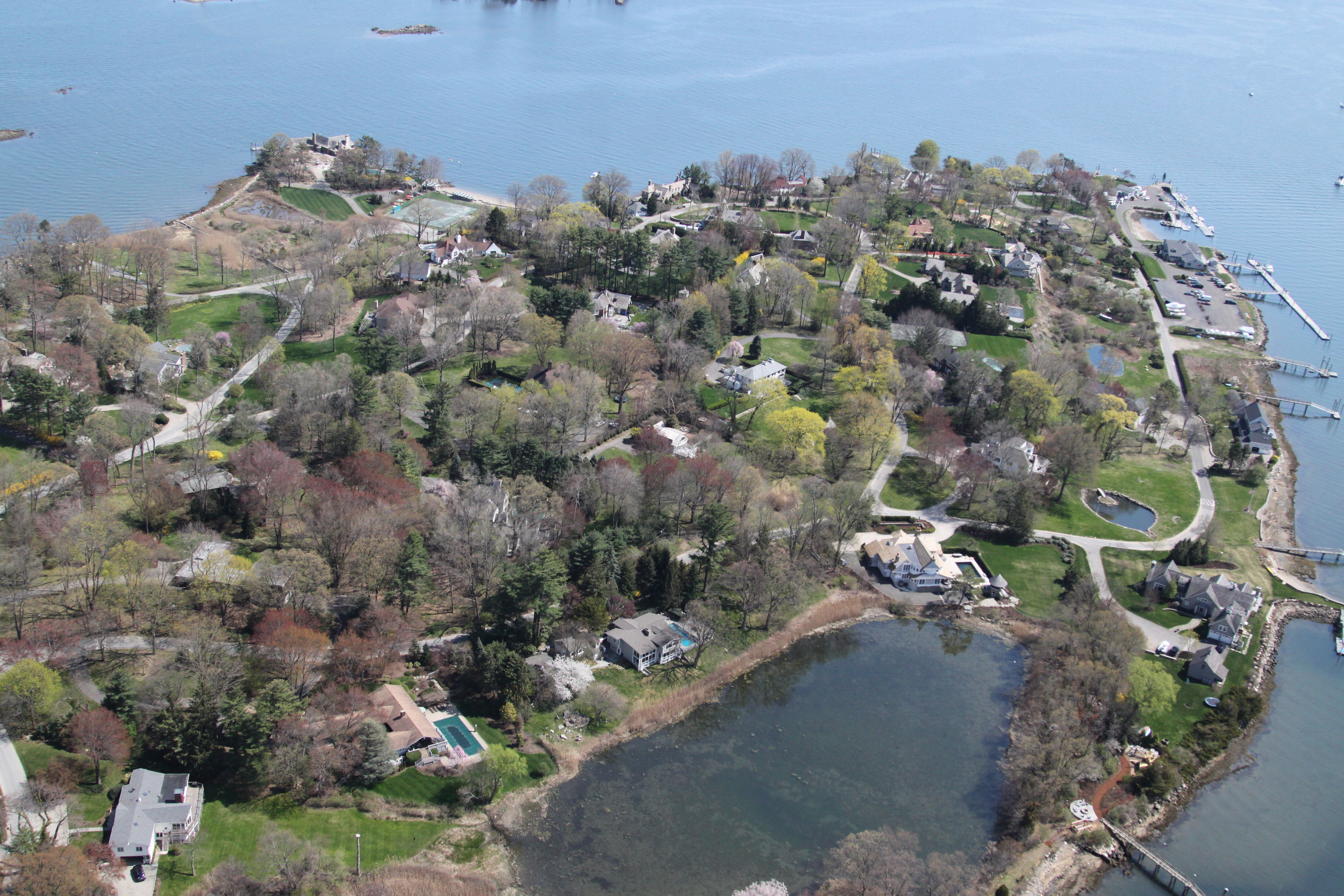 Villa per Vendita alle ore Enjoy the Luxury Lifestyle of Wilson Point 29 Point Road Norwalk, Connecticut 06854 Stati Uniti